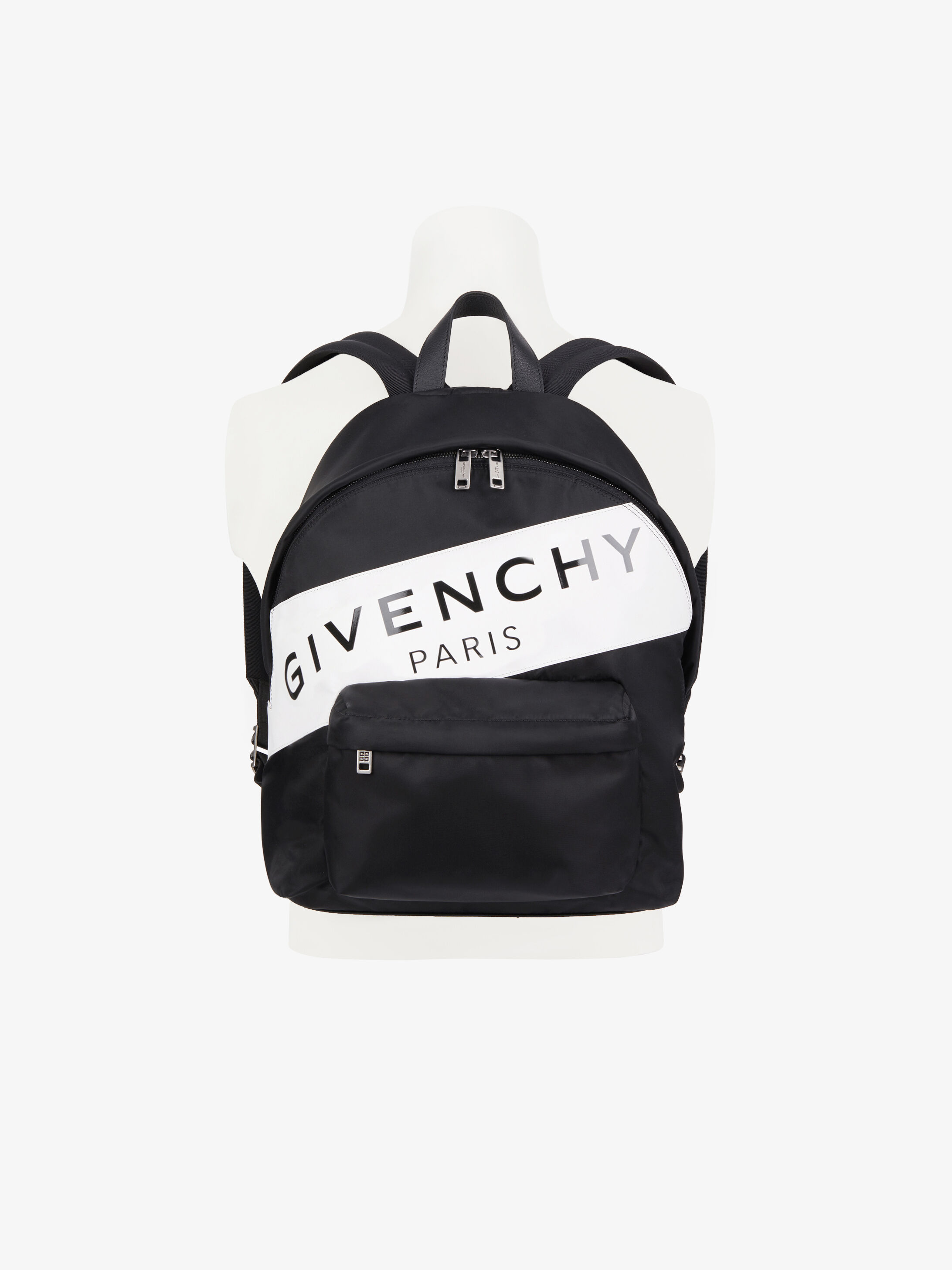 87b1c1267e9 La collection Sac à dos Homme par Givenchy.