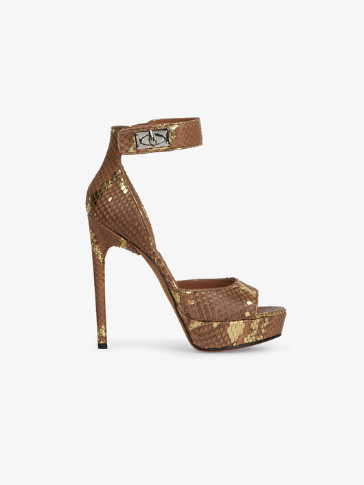 أحذية كعب وفلاتس وسنيكرز من Givenchy عجييييبة لاتطوفكم