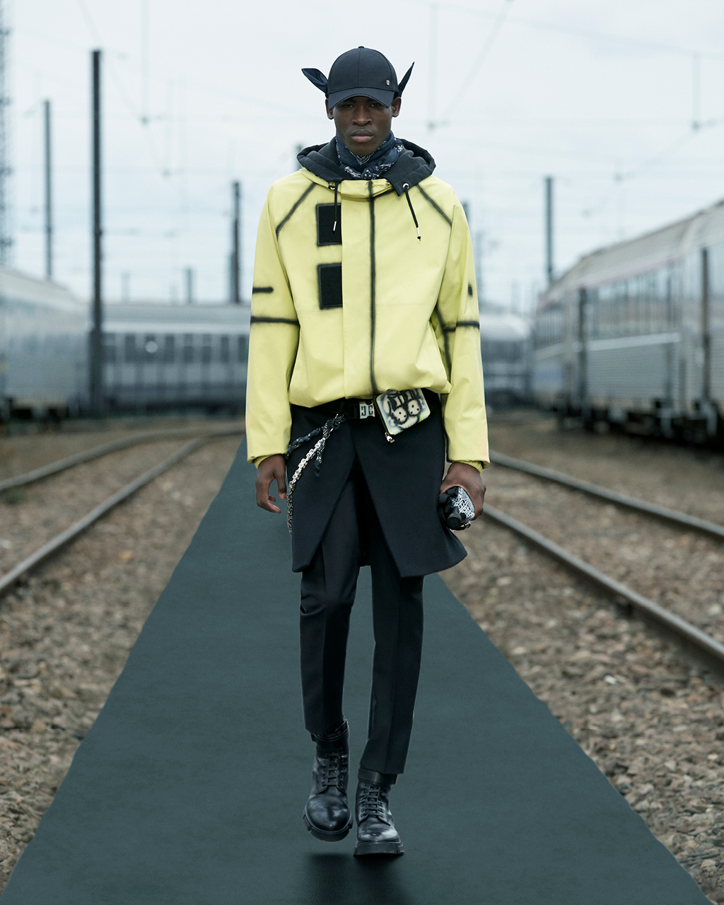 Spring 2022 pre-collection Look 16