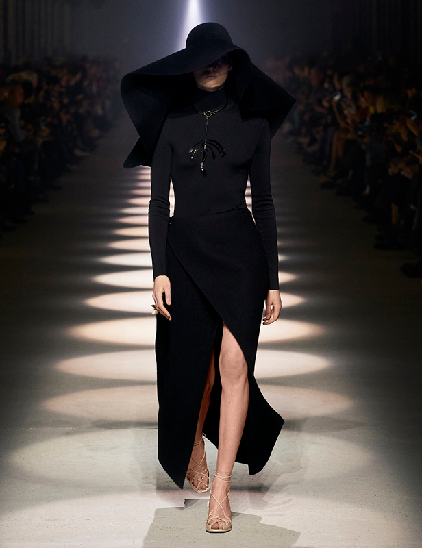 Givenchy Winter 2020 show women look 1