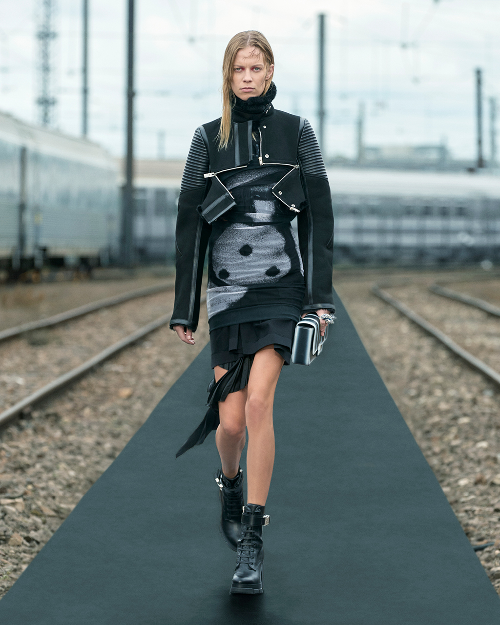 Spring 2022 pre-collection Look 1