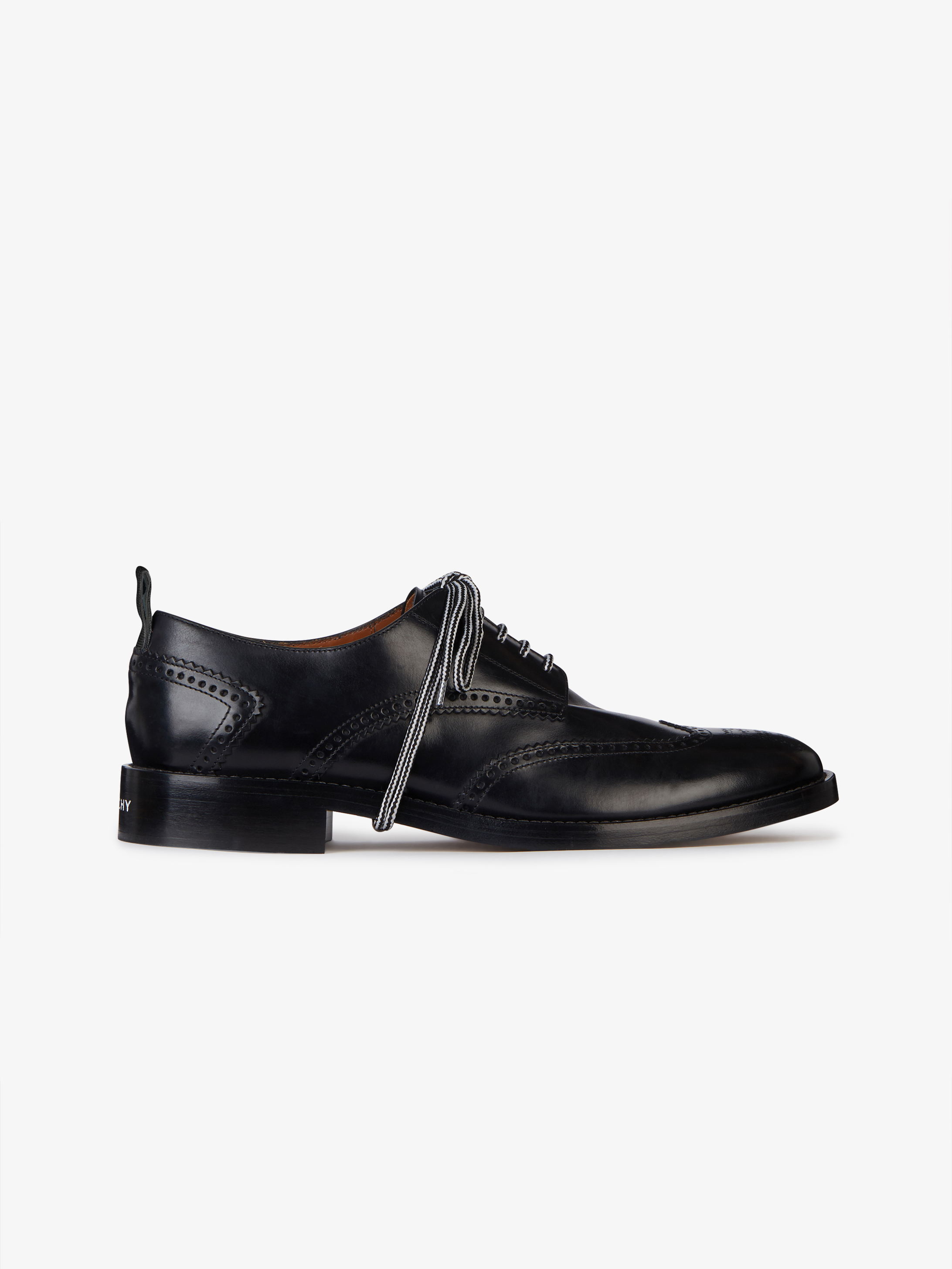 Derbies perforées en cuir Box