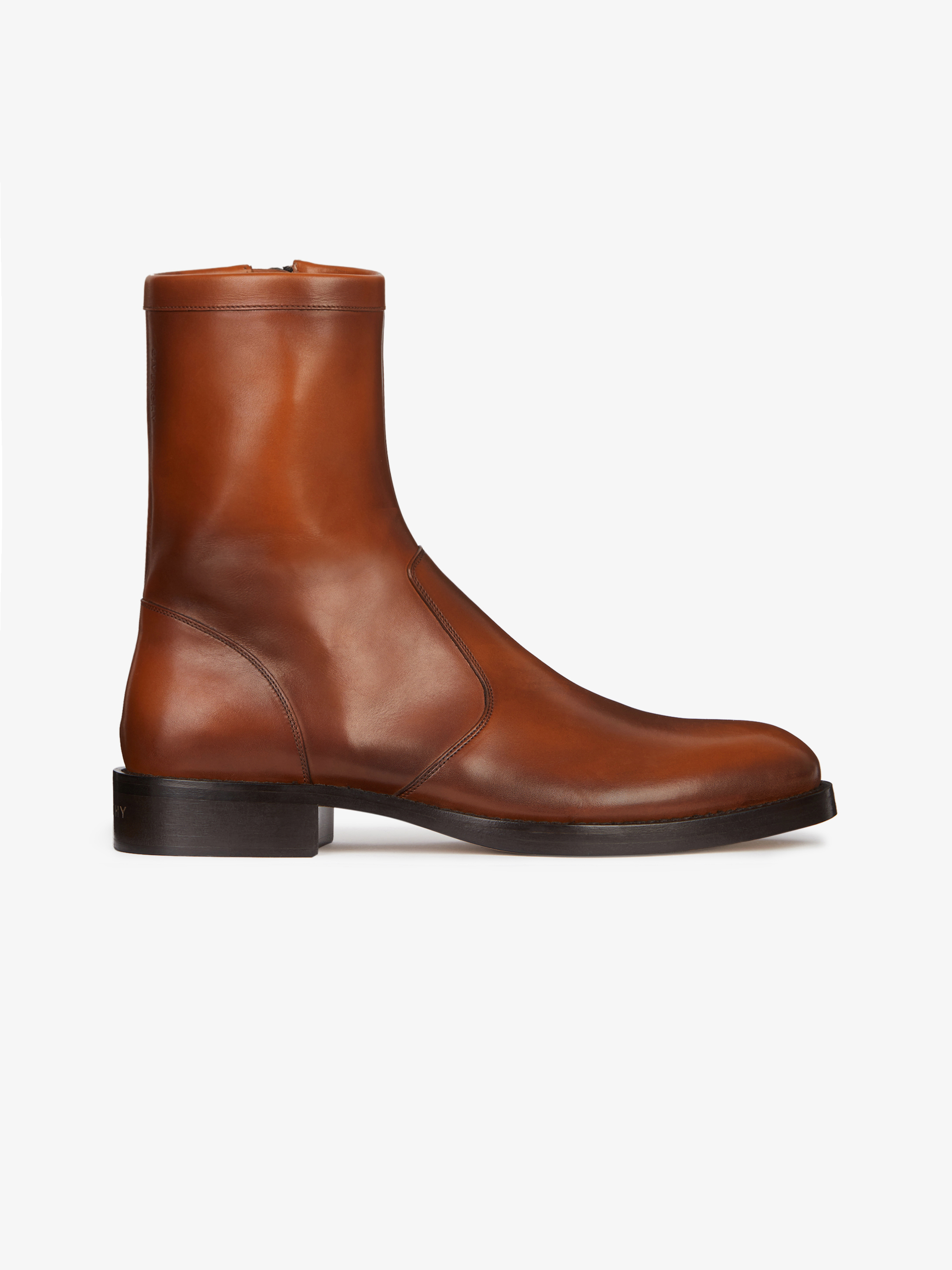 Boots in waxed leather