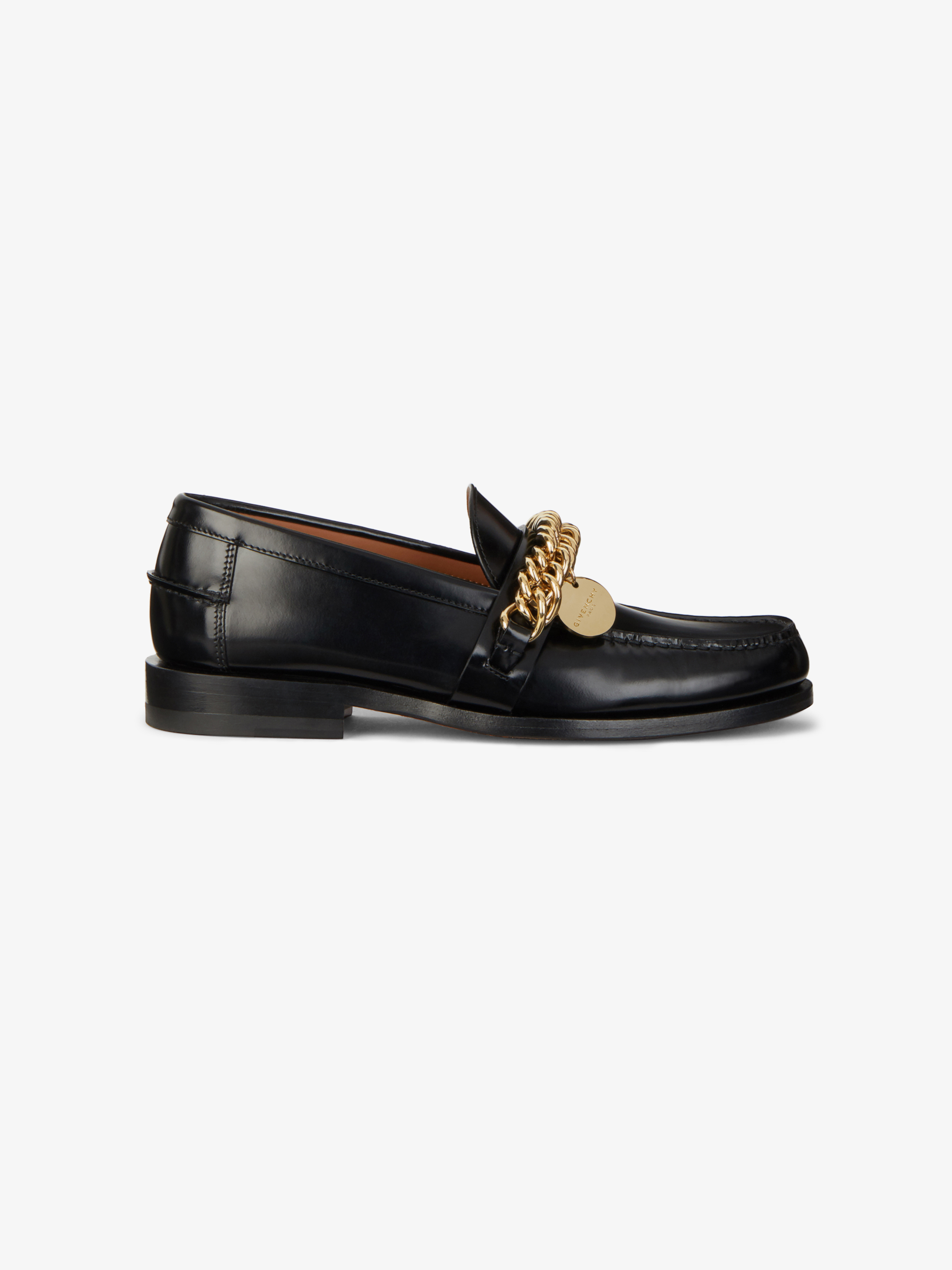 Loafers in leather with chain