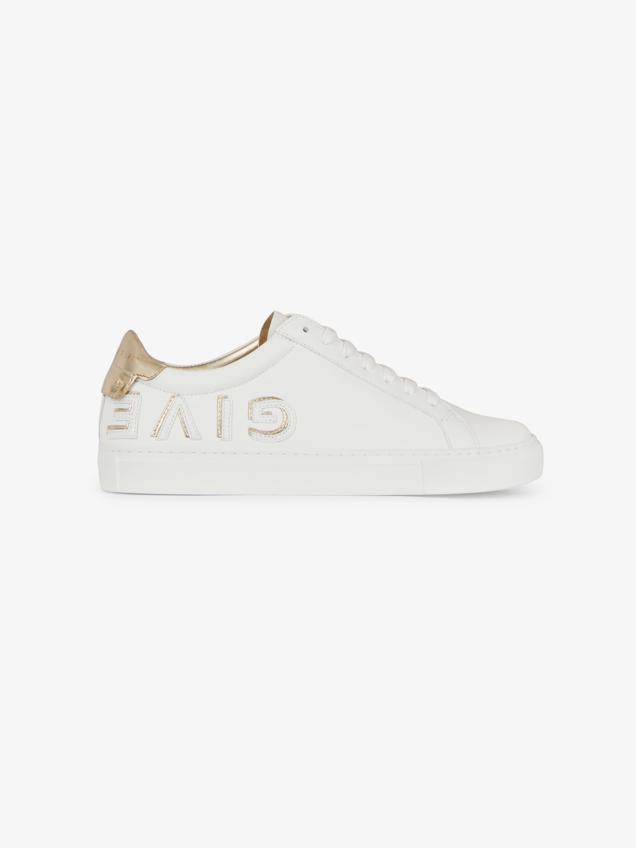 Sneaker con firma GIVENCHY capovolta