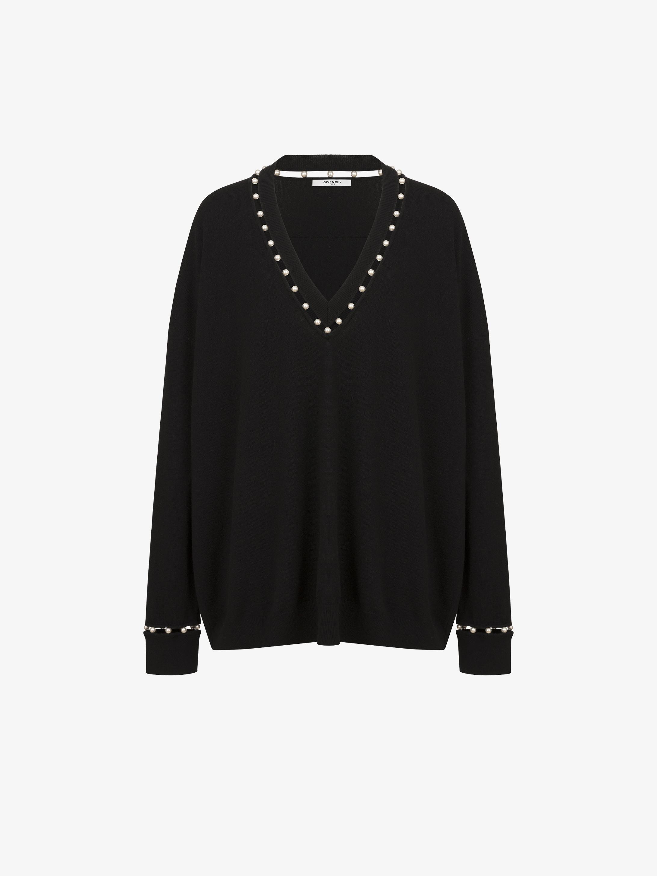 羊绒深V领珍珠装饰毛衫