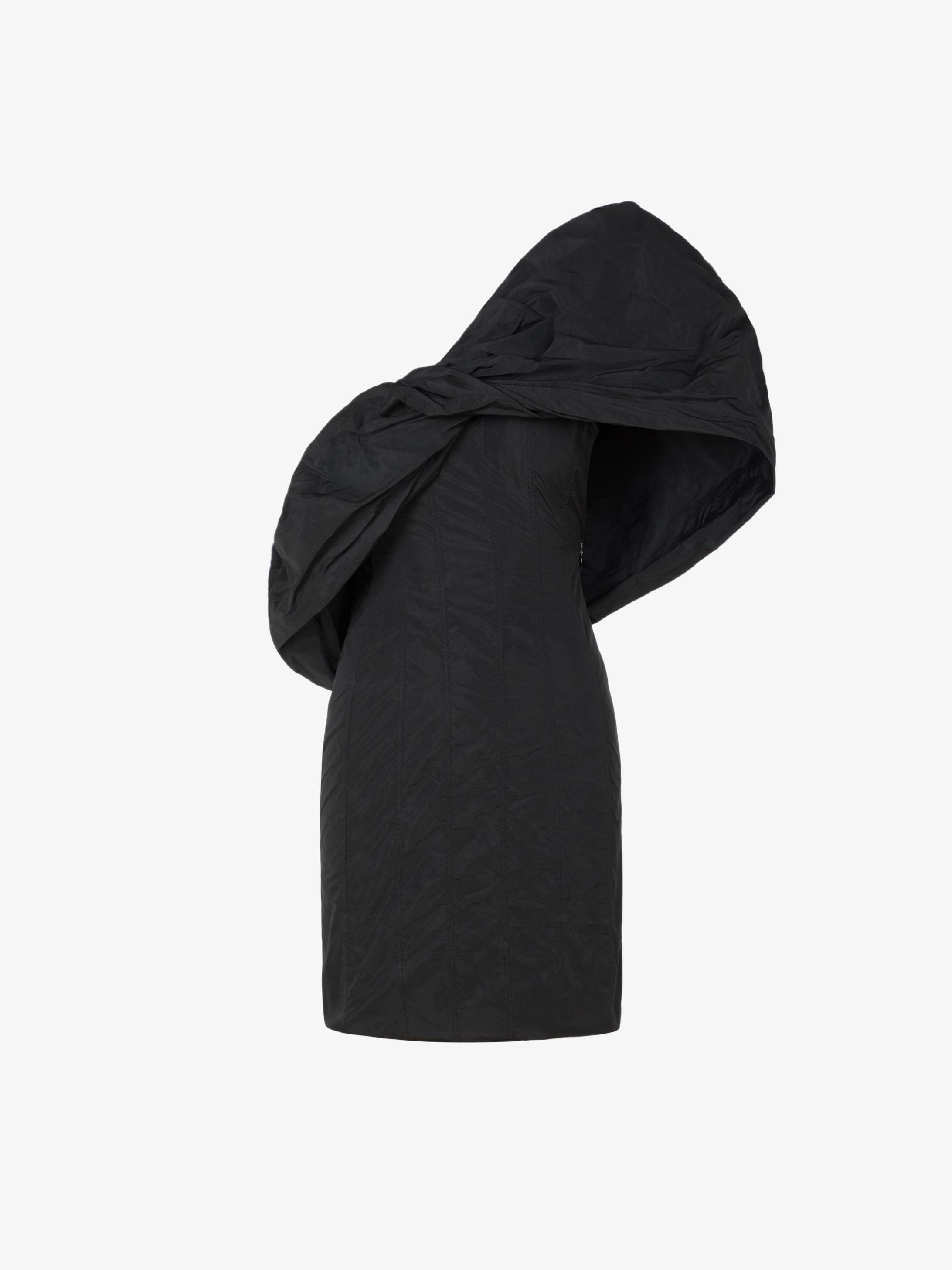 Robe courte asymétrique à manche bouffante