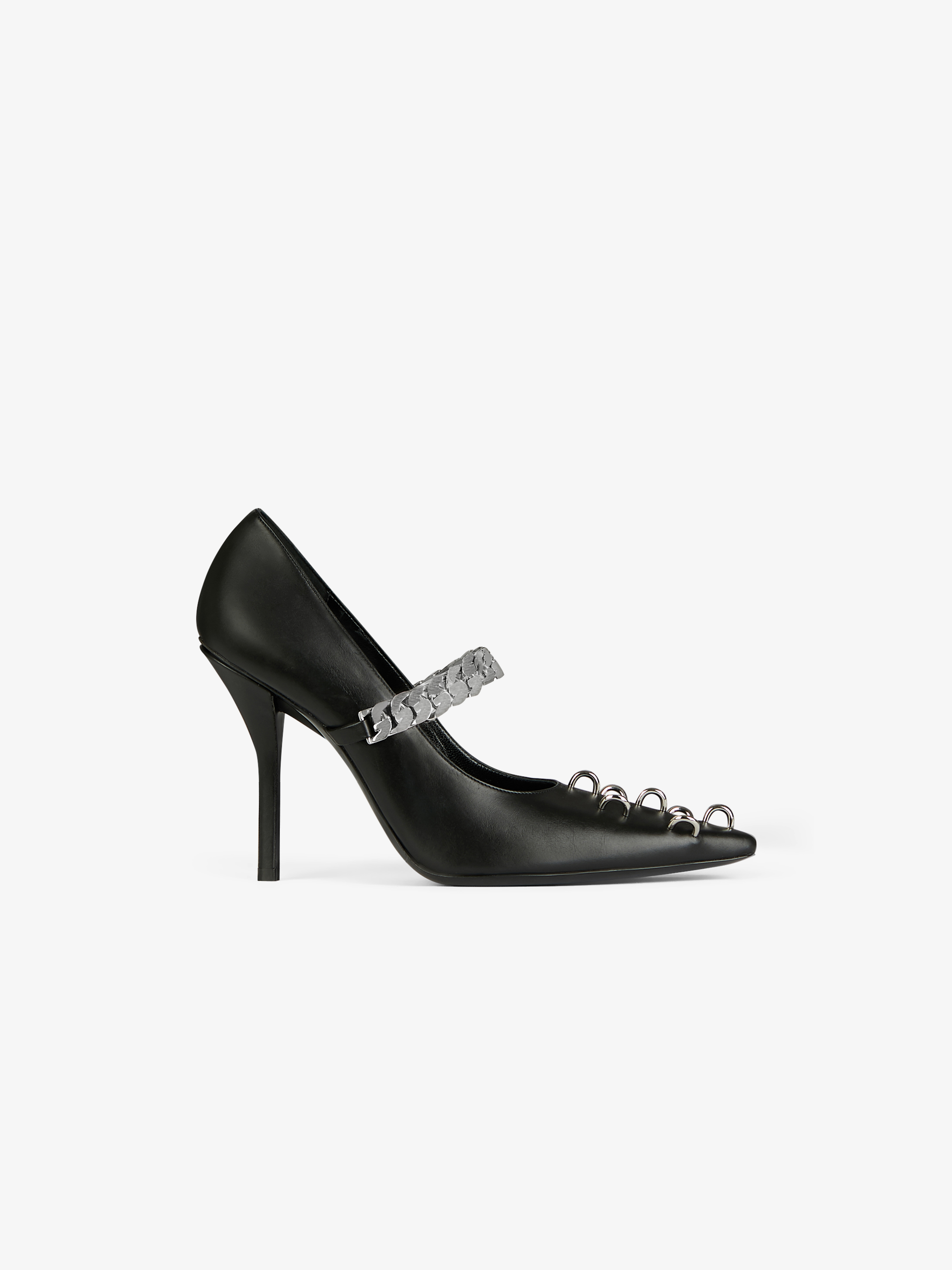 Pumps in leather with metallic details