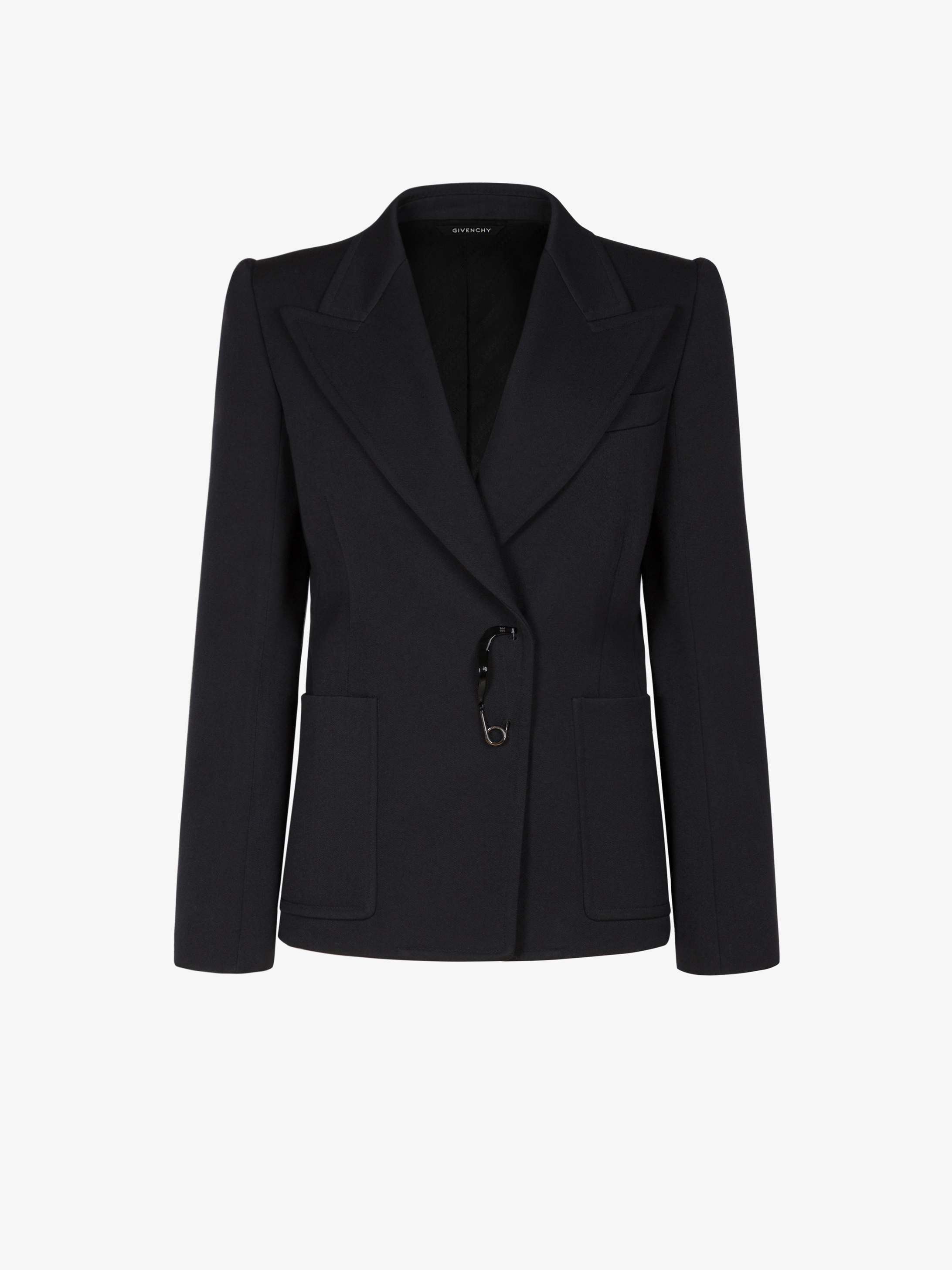 Double braisted jacket with varnished pin