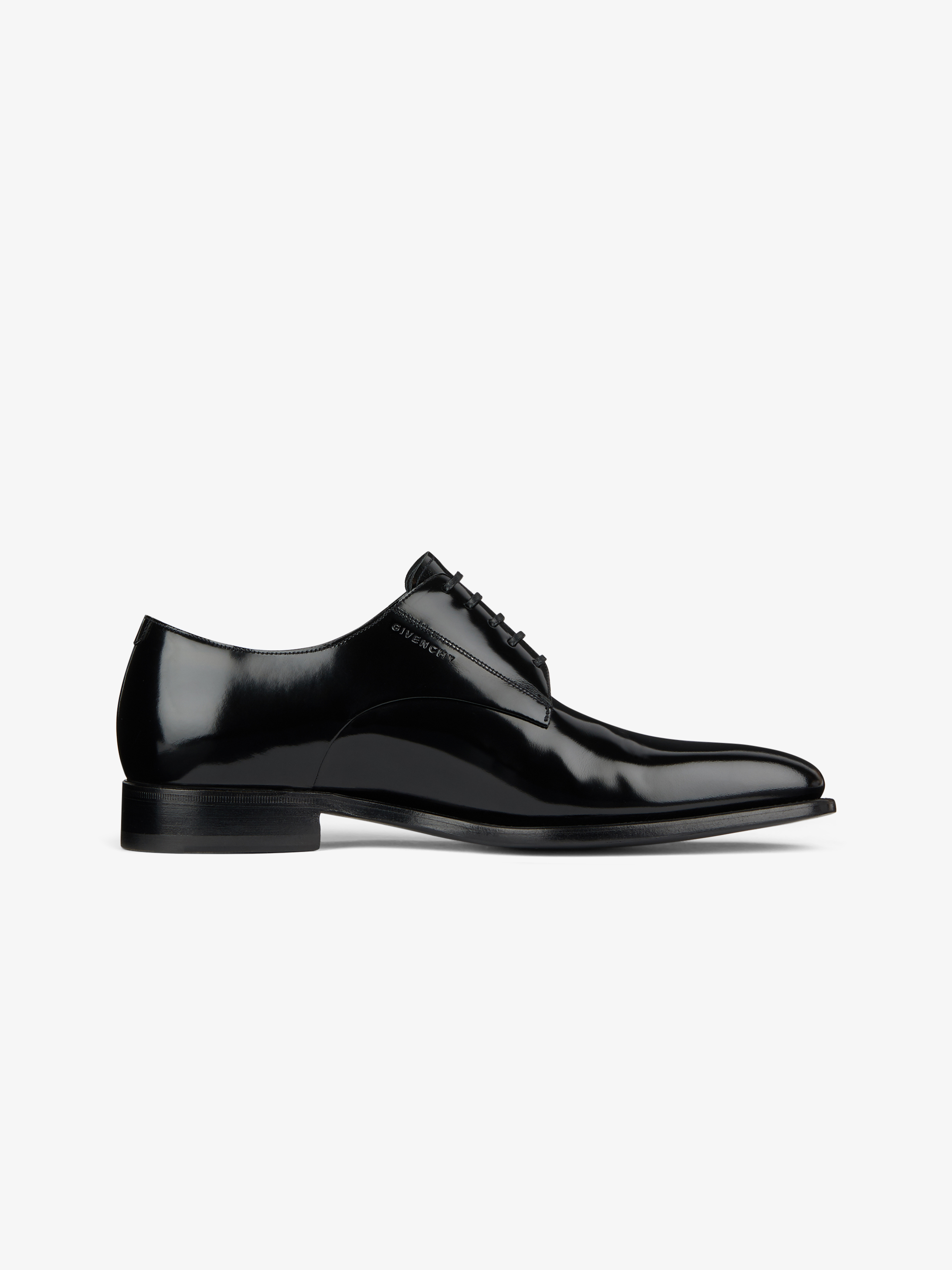 Derby shoes in shinny leather