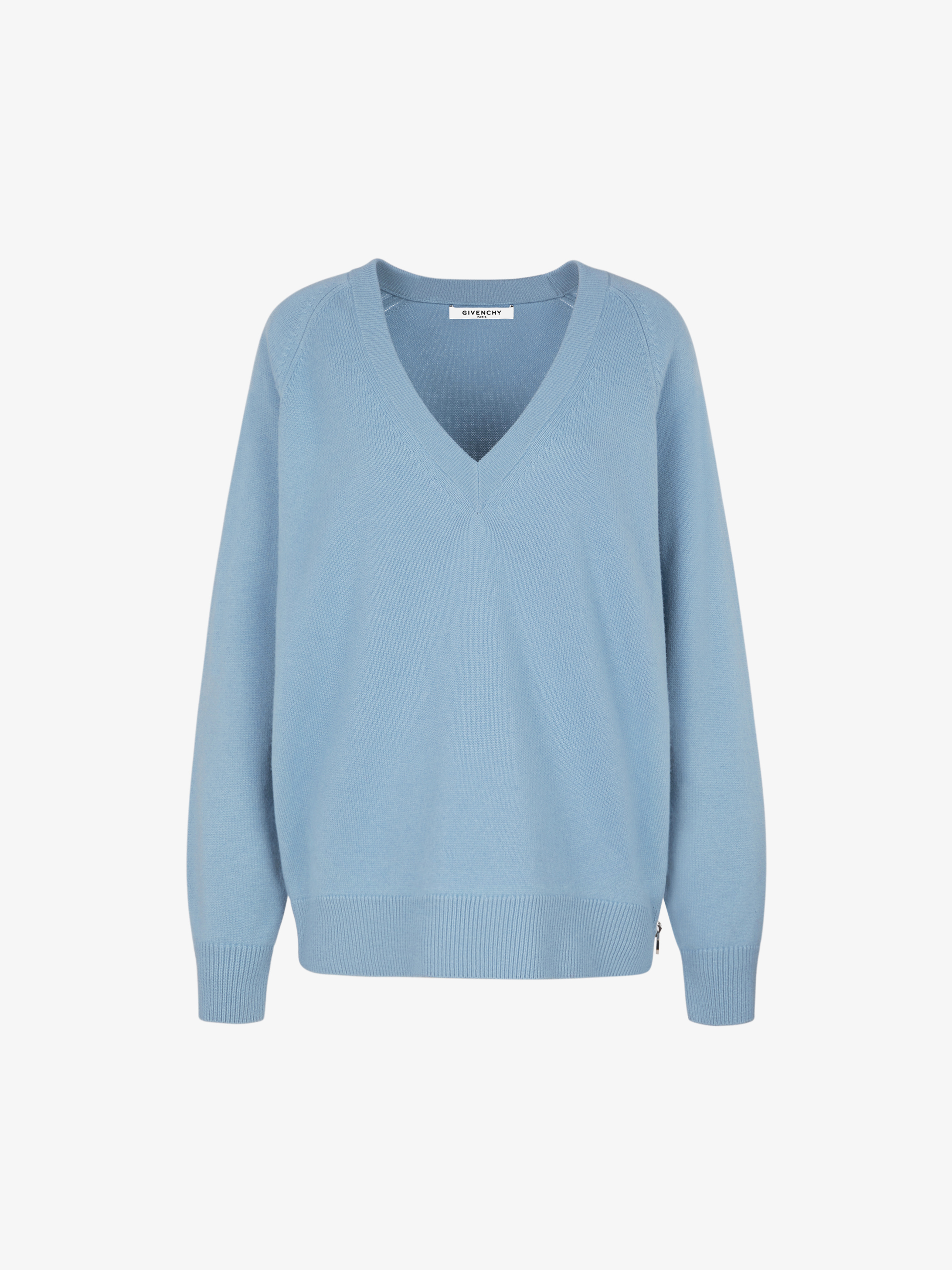 V neckline sweater with zip