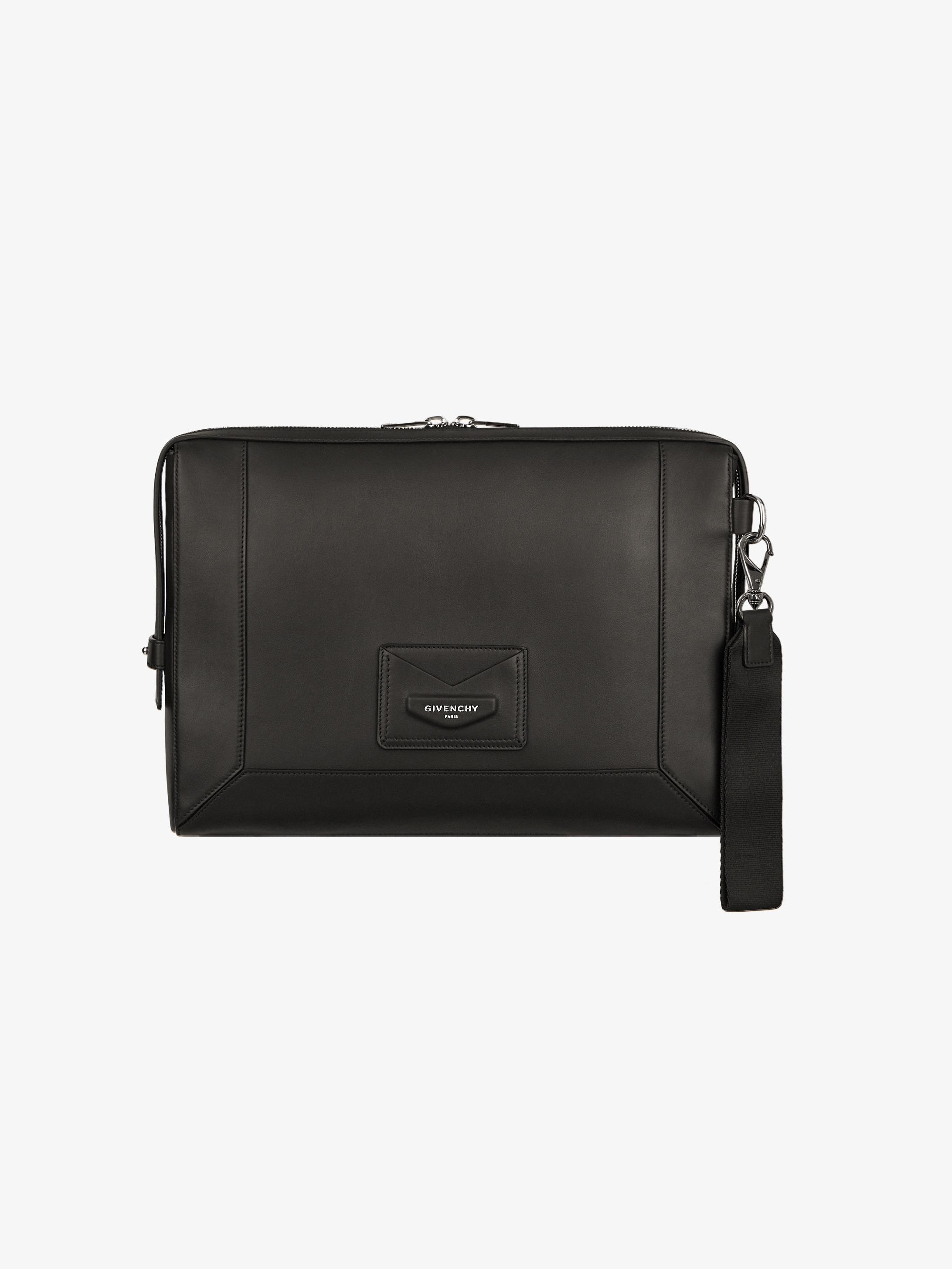 Messenger bag in leather
