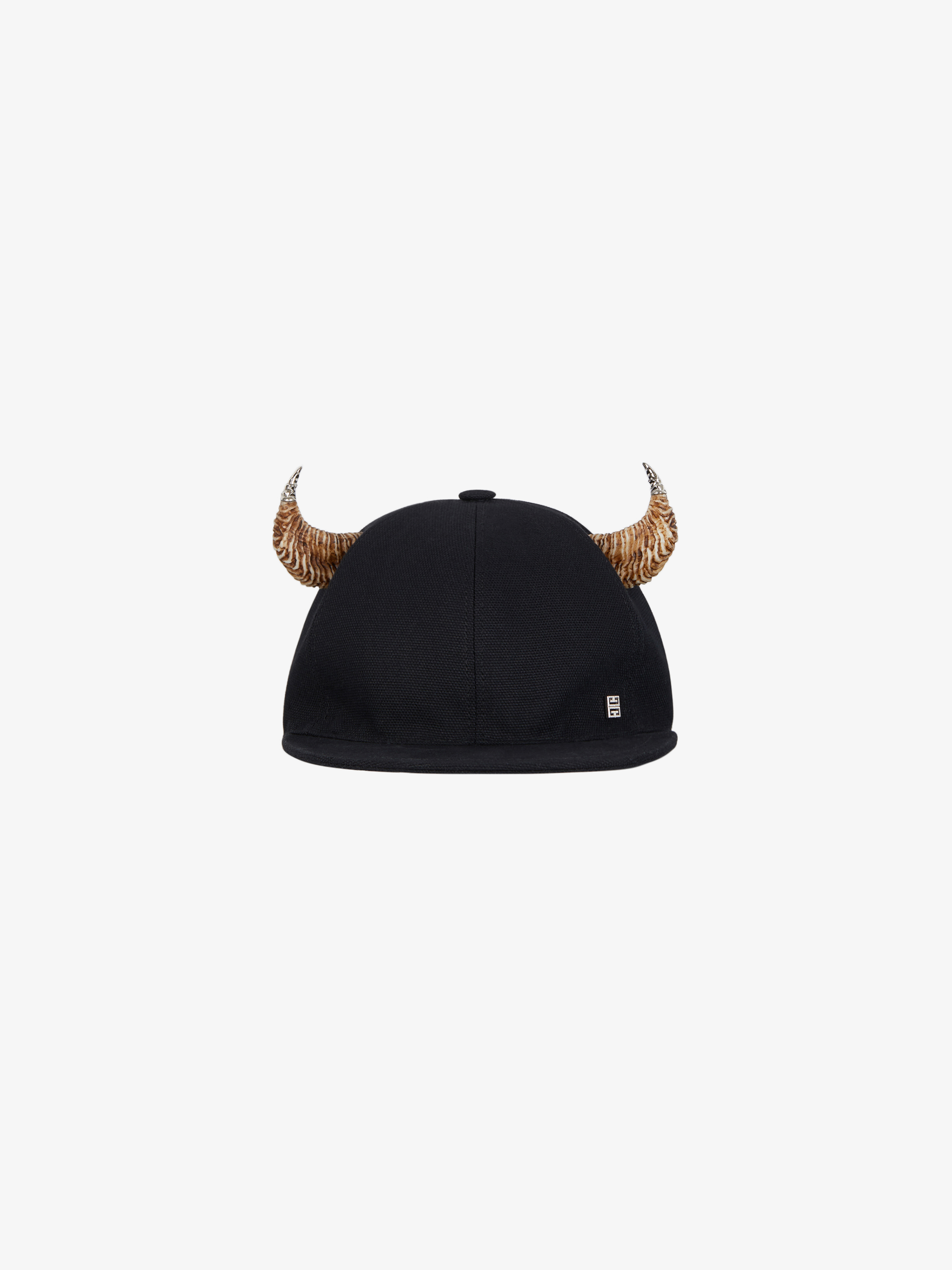 Cap in canvas with horns