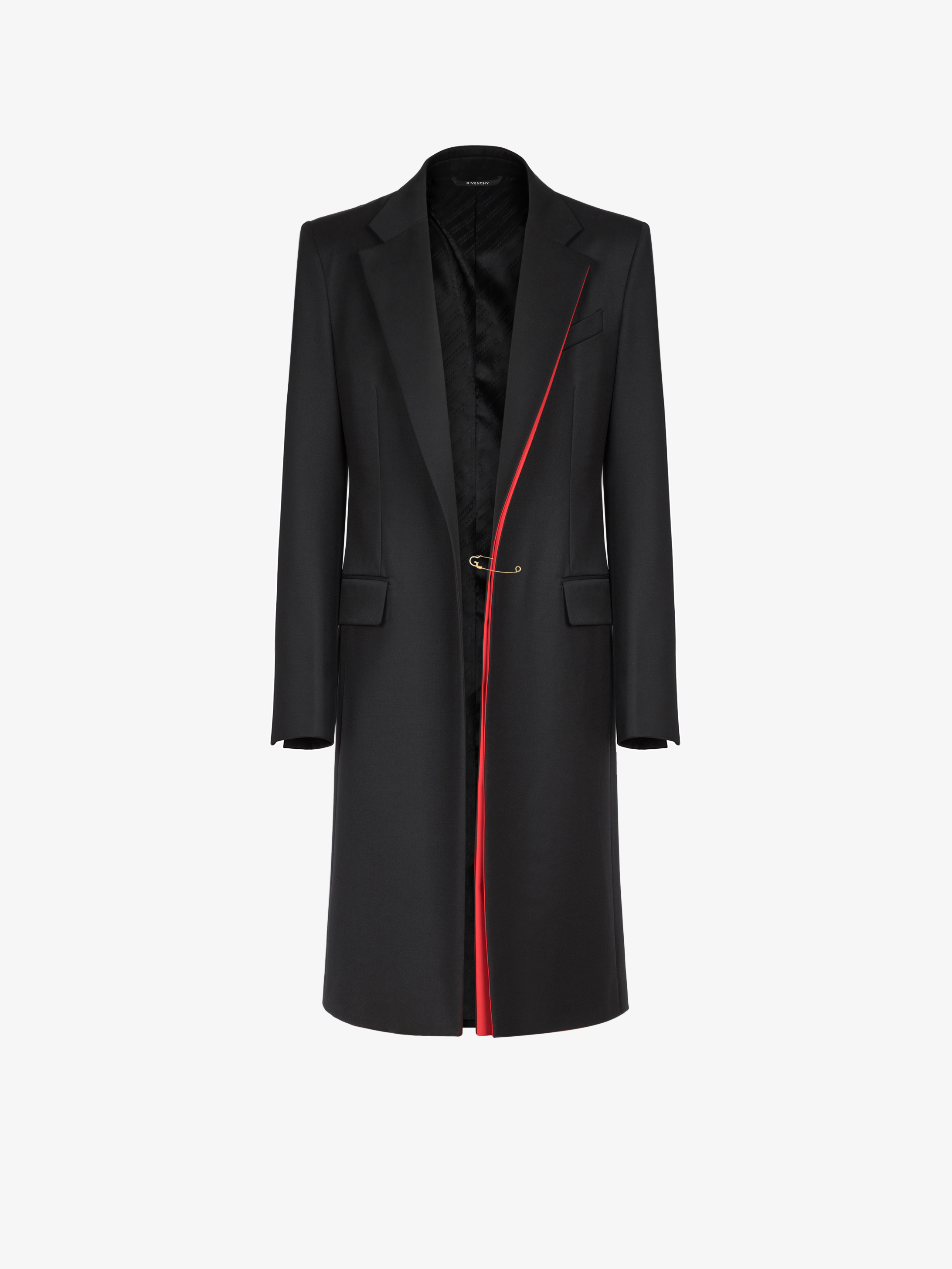 Coat in wool with contrasting details