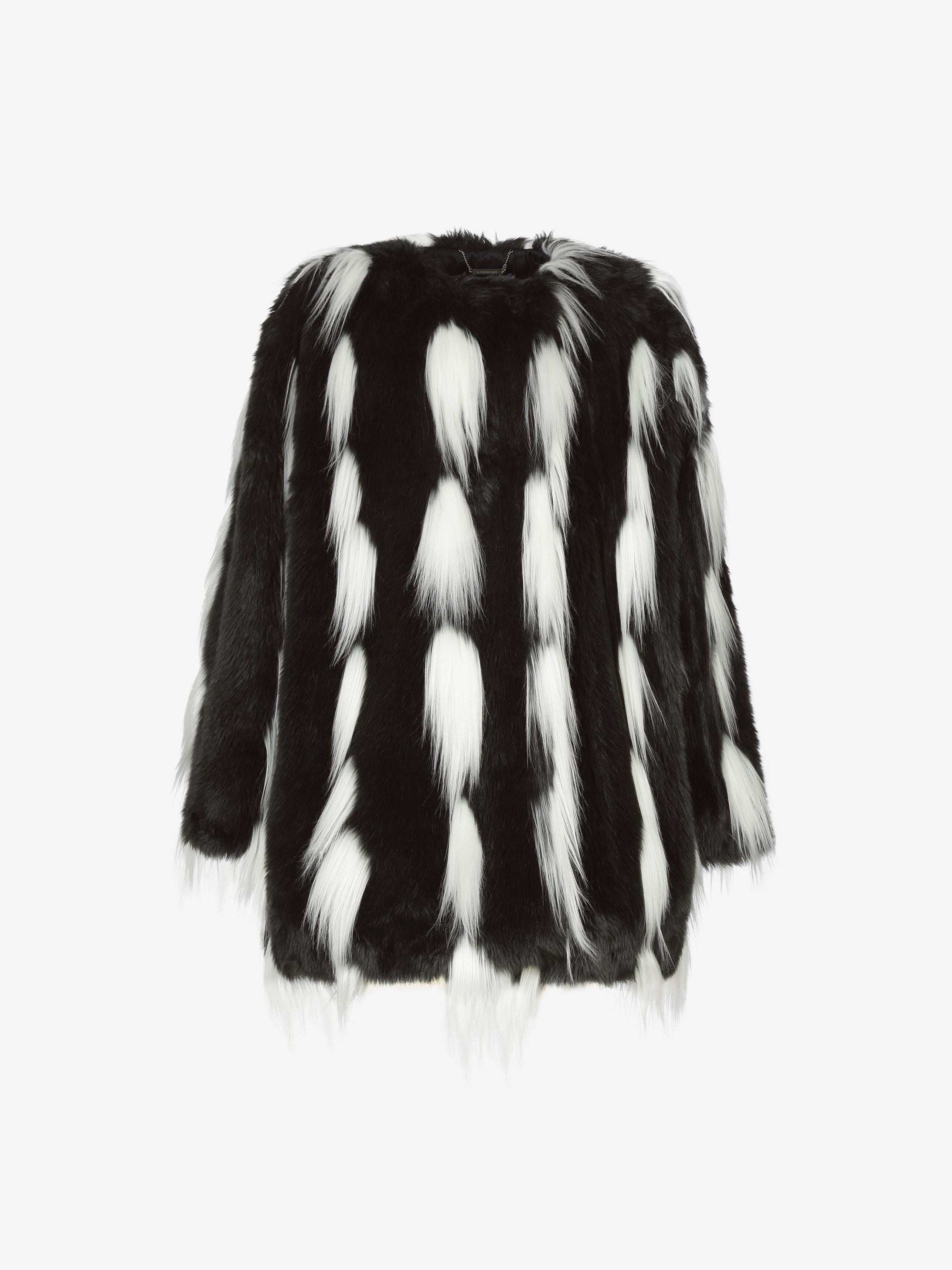 Bicolor coat in faux fur