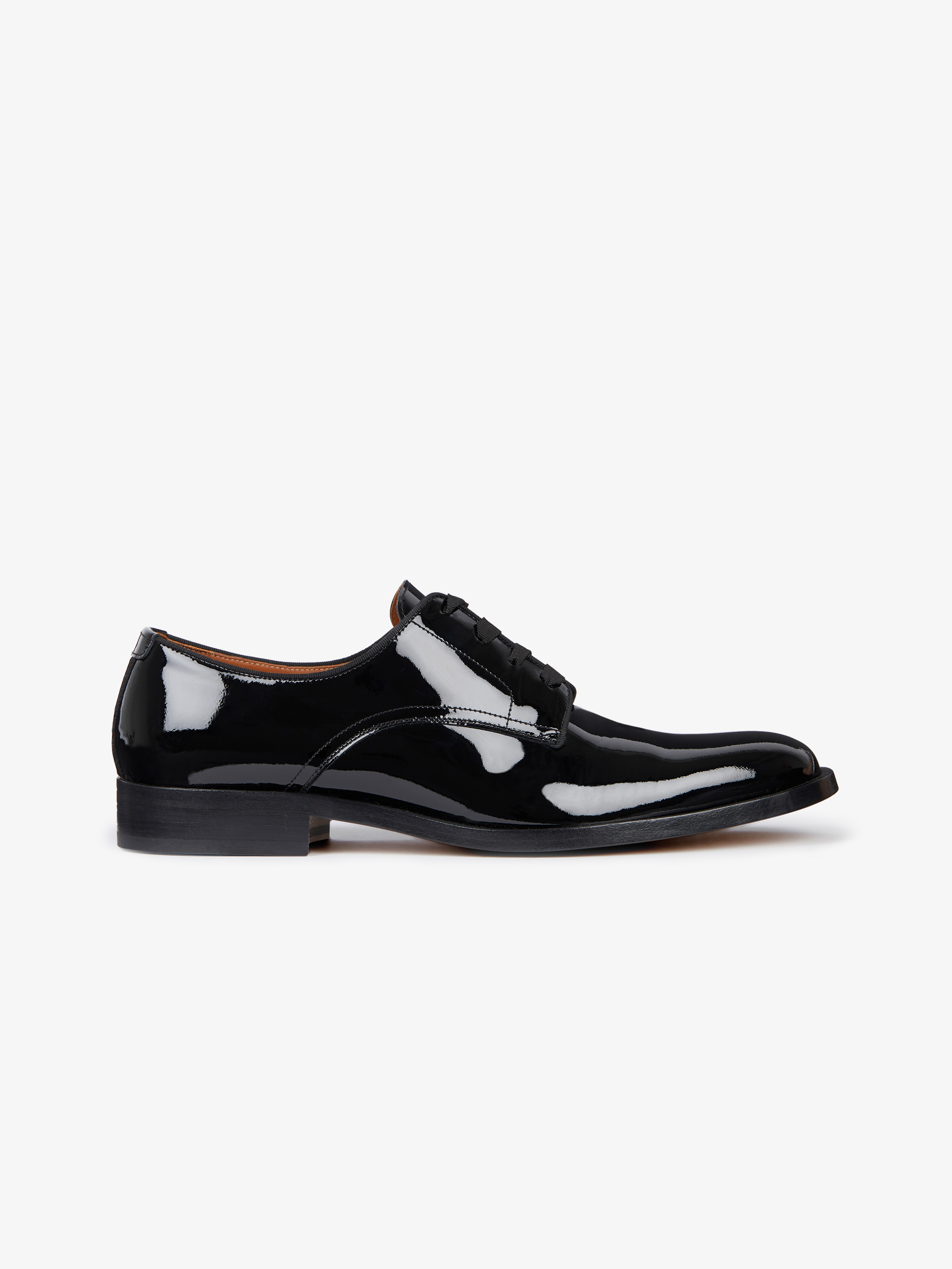 Derby shoes in patent leather