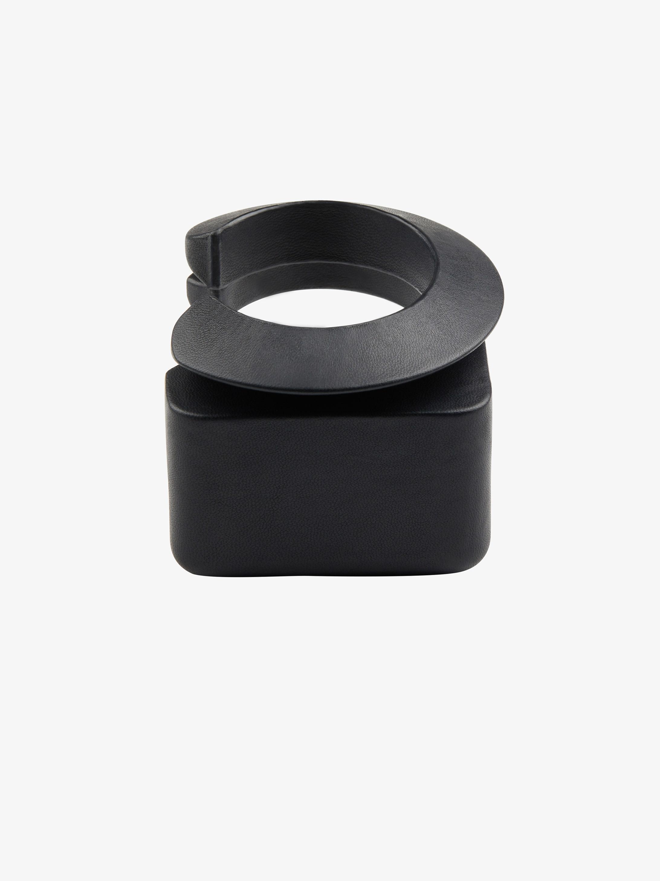 Twist set of bracelet in leather