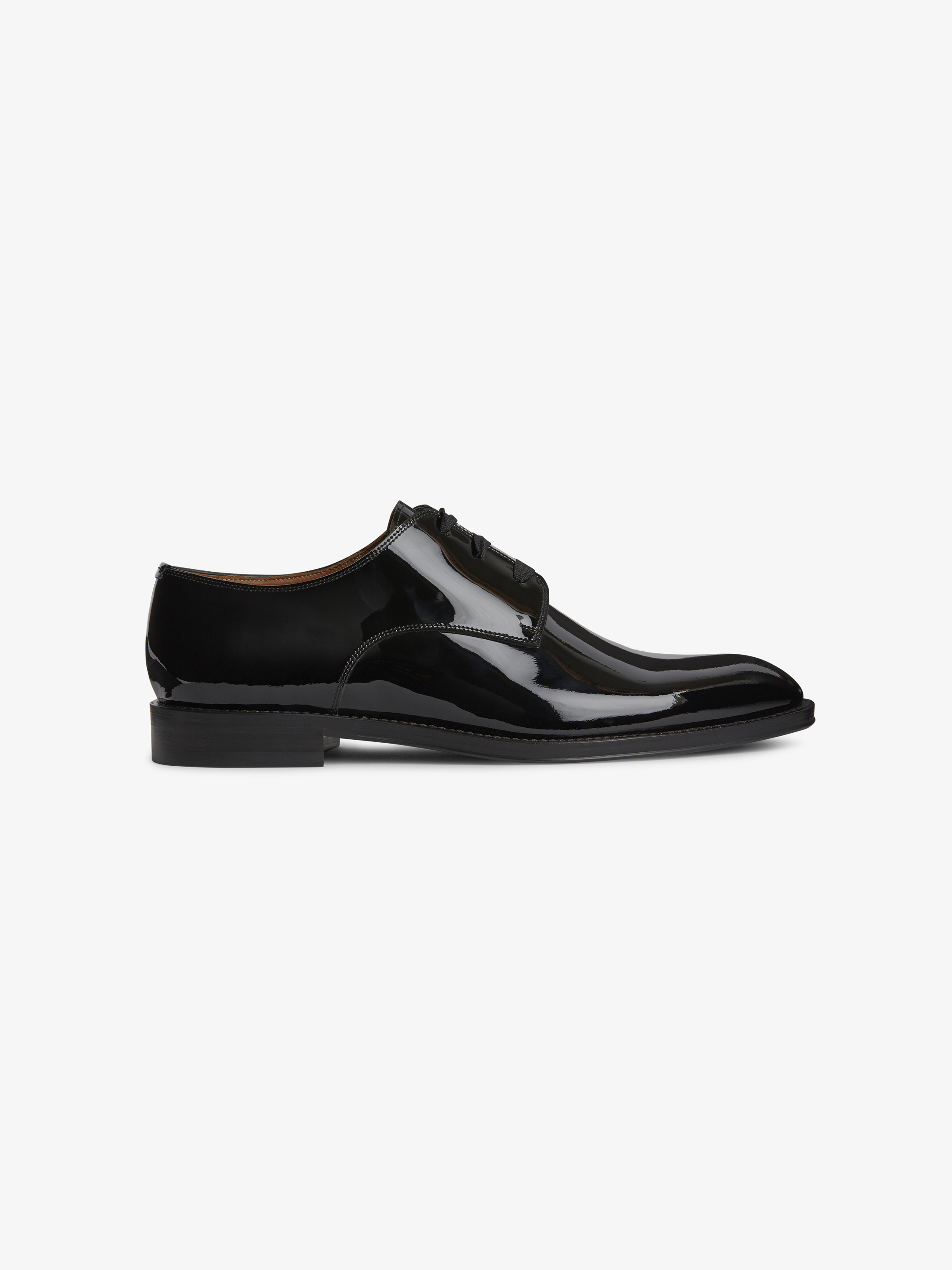 Derbies lace-up shoes in patent leather