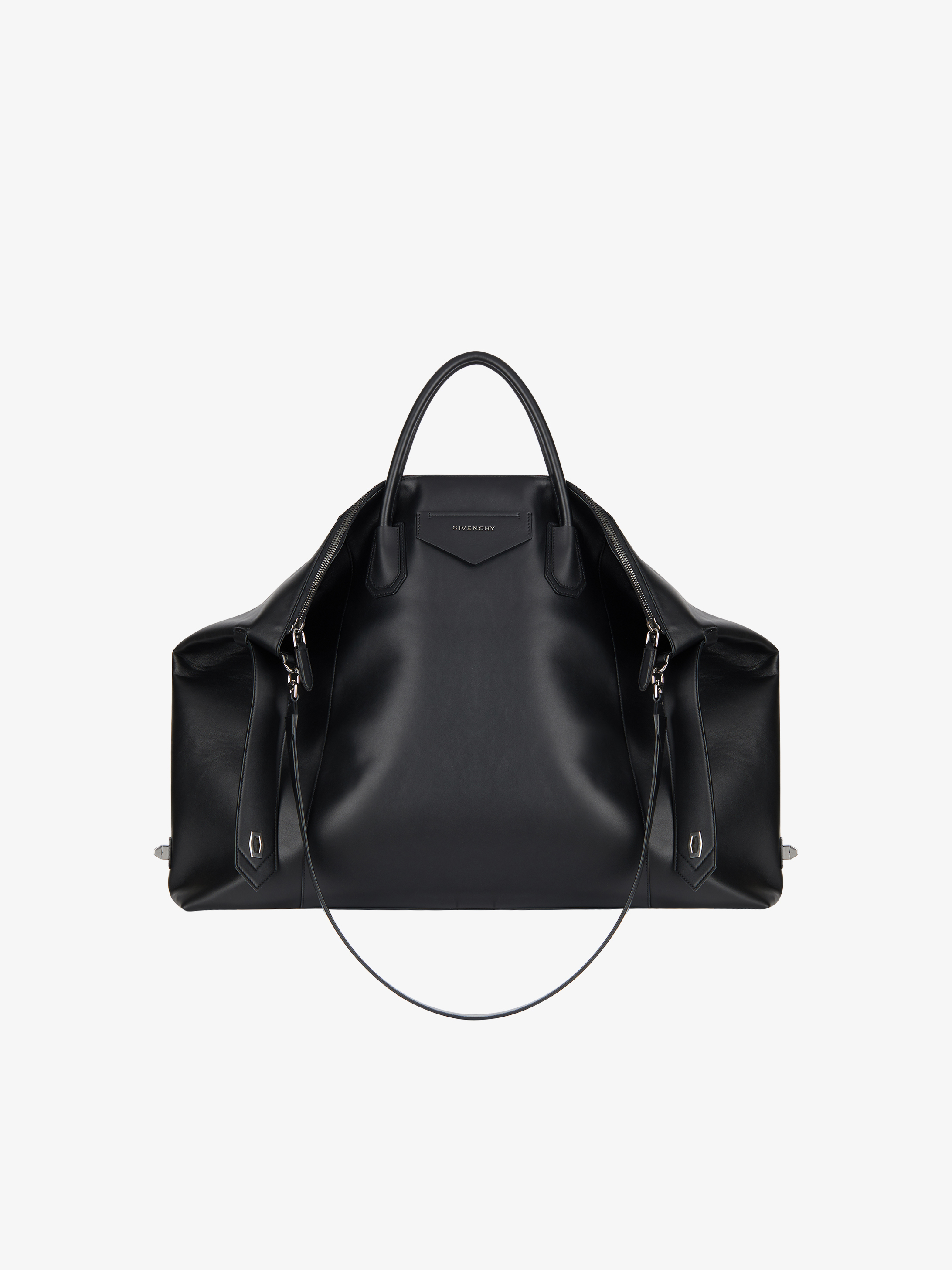 Antigona Soft XL bag in smooth leather