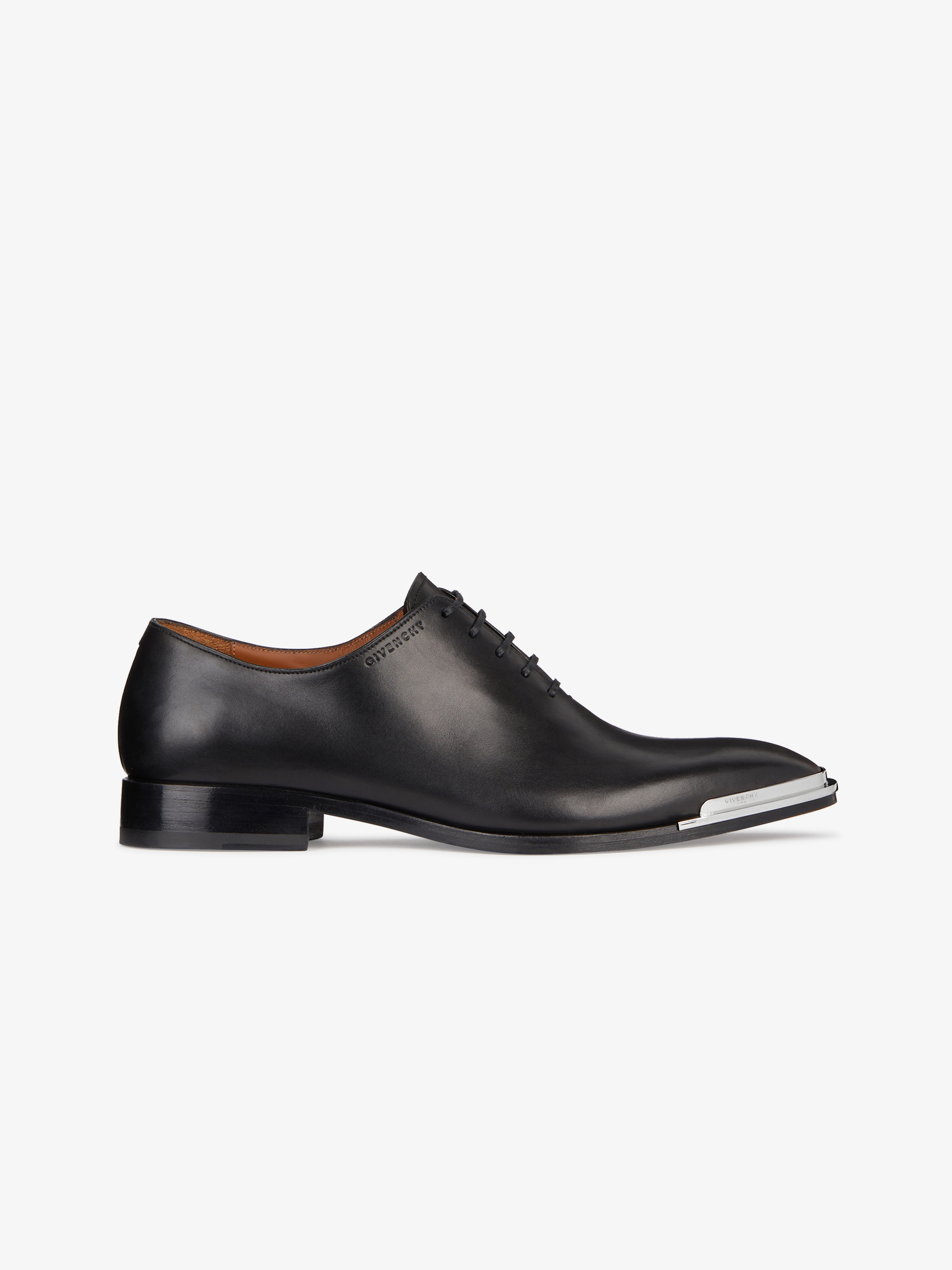 Oxford shoes in box leather with metal tips