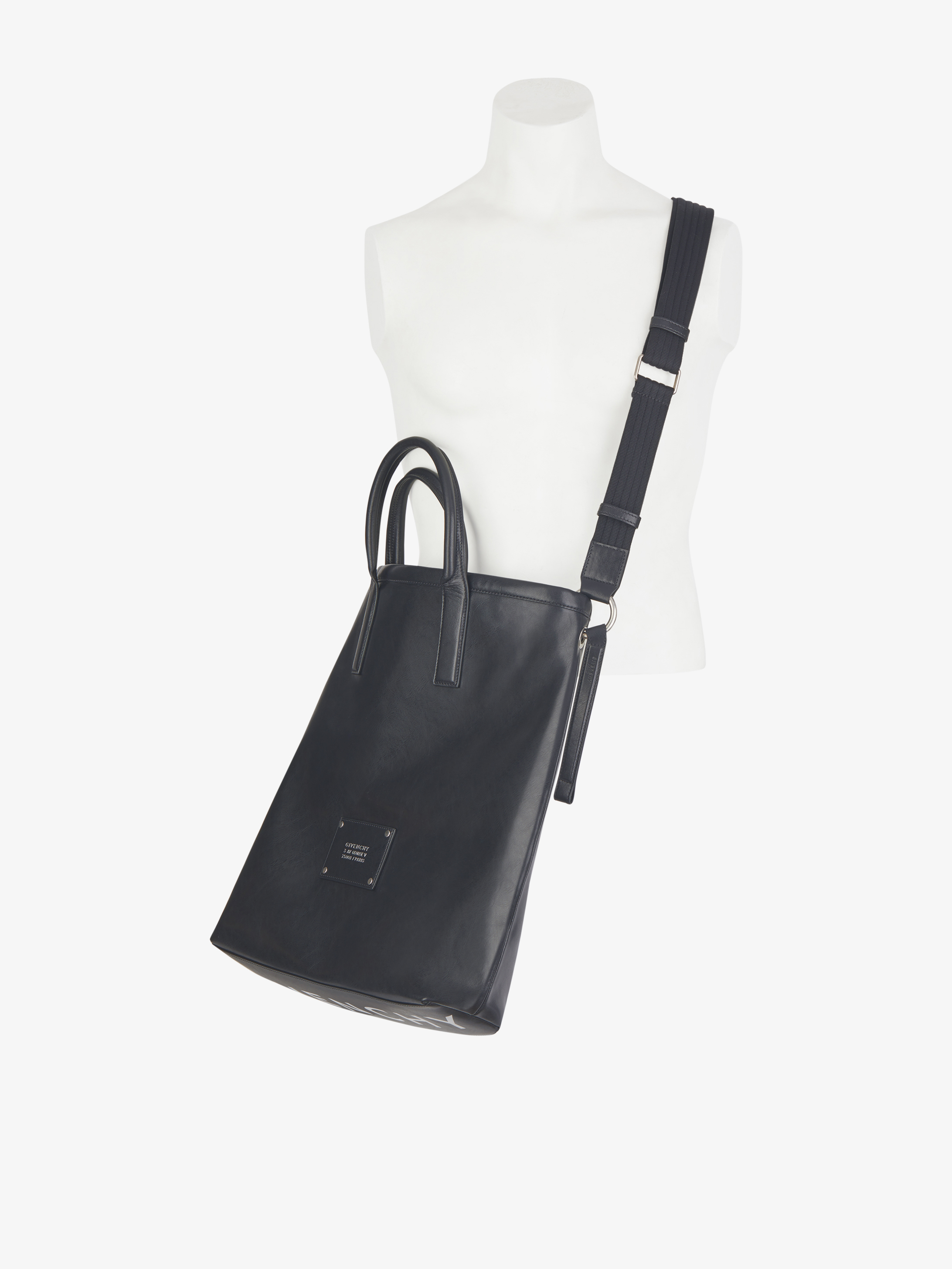 Tag shopping bag in smooth leather