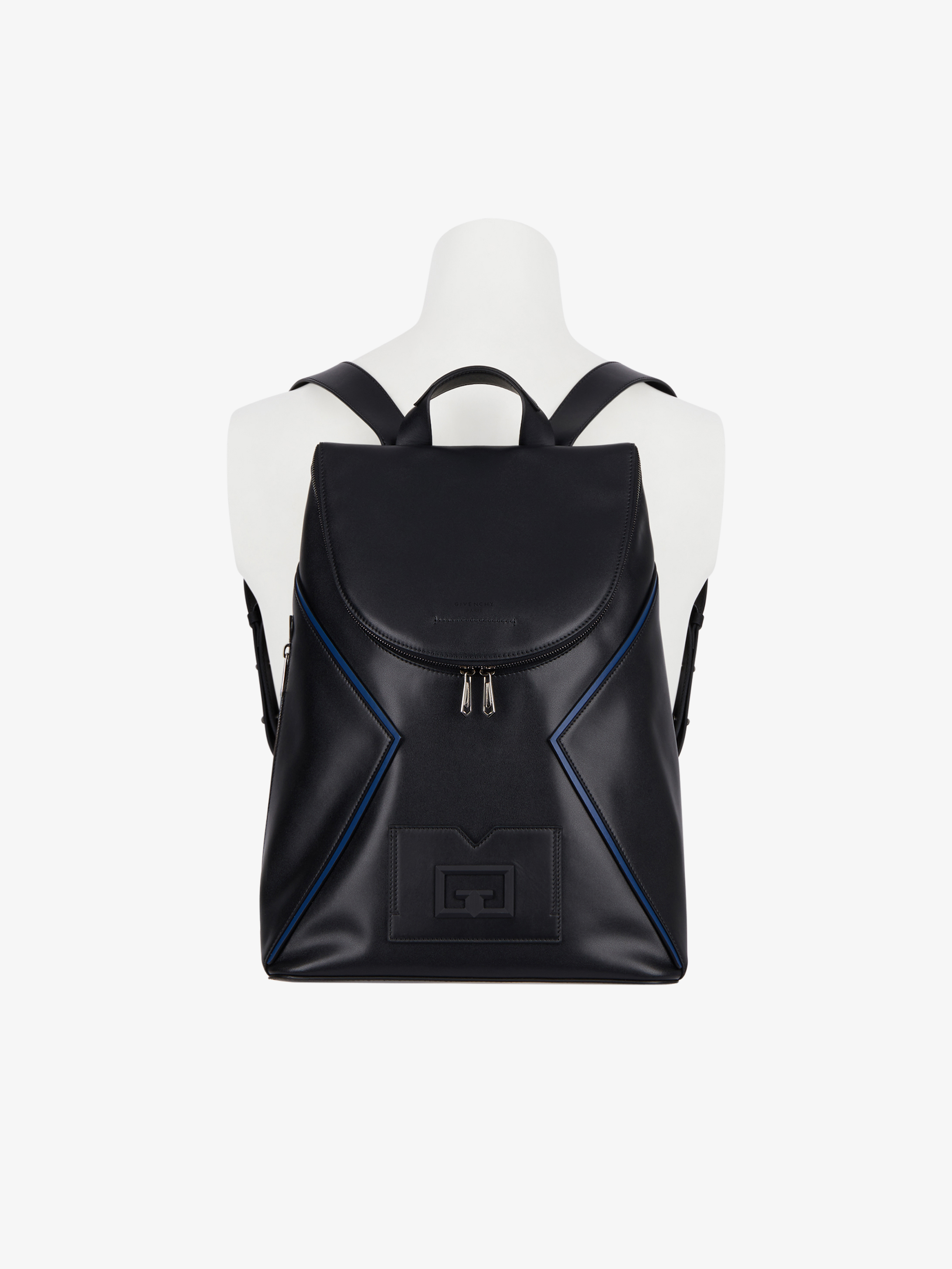 Backpack in leather with contrasting details