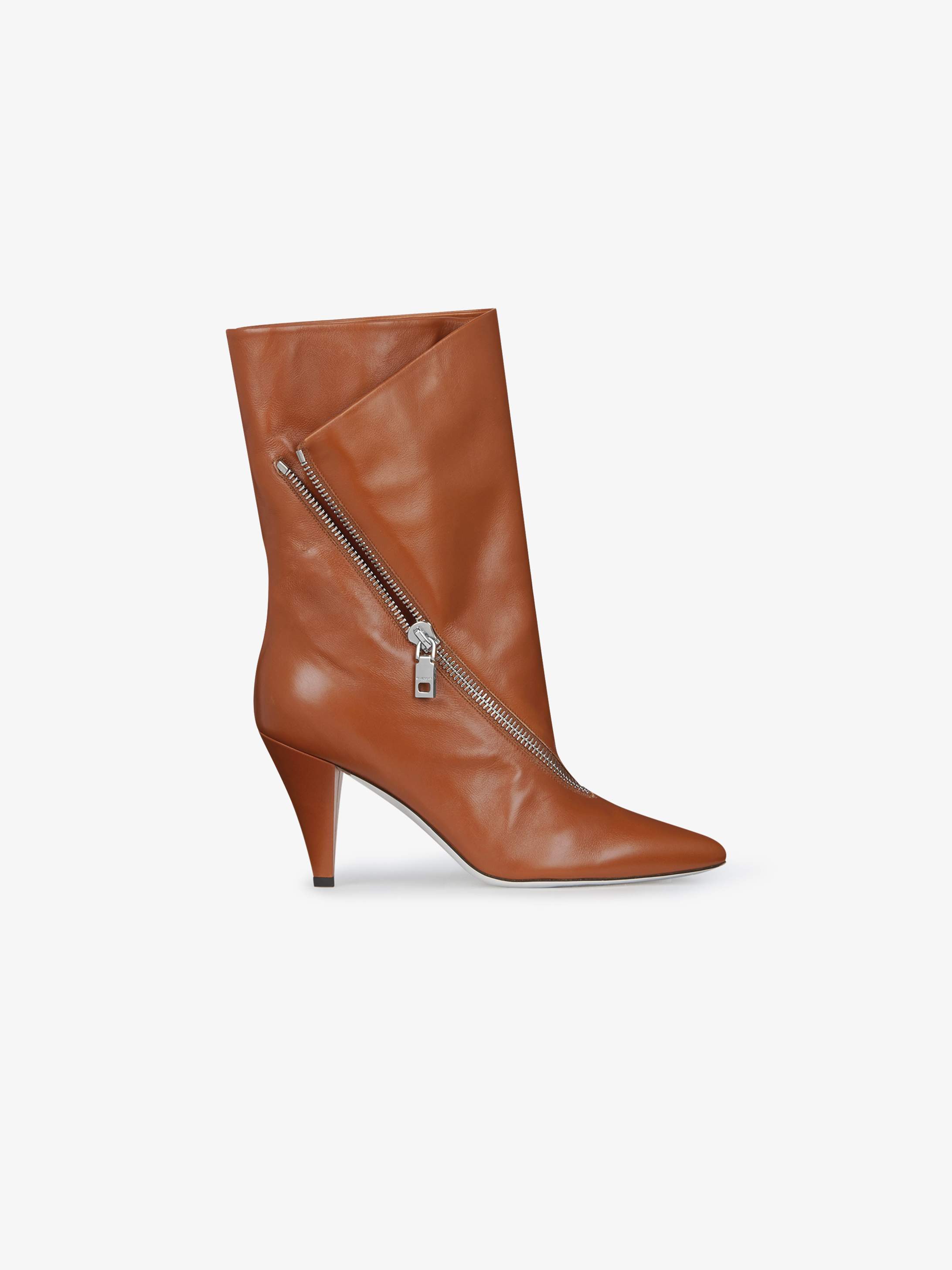 Zipped mid boots