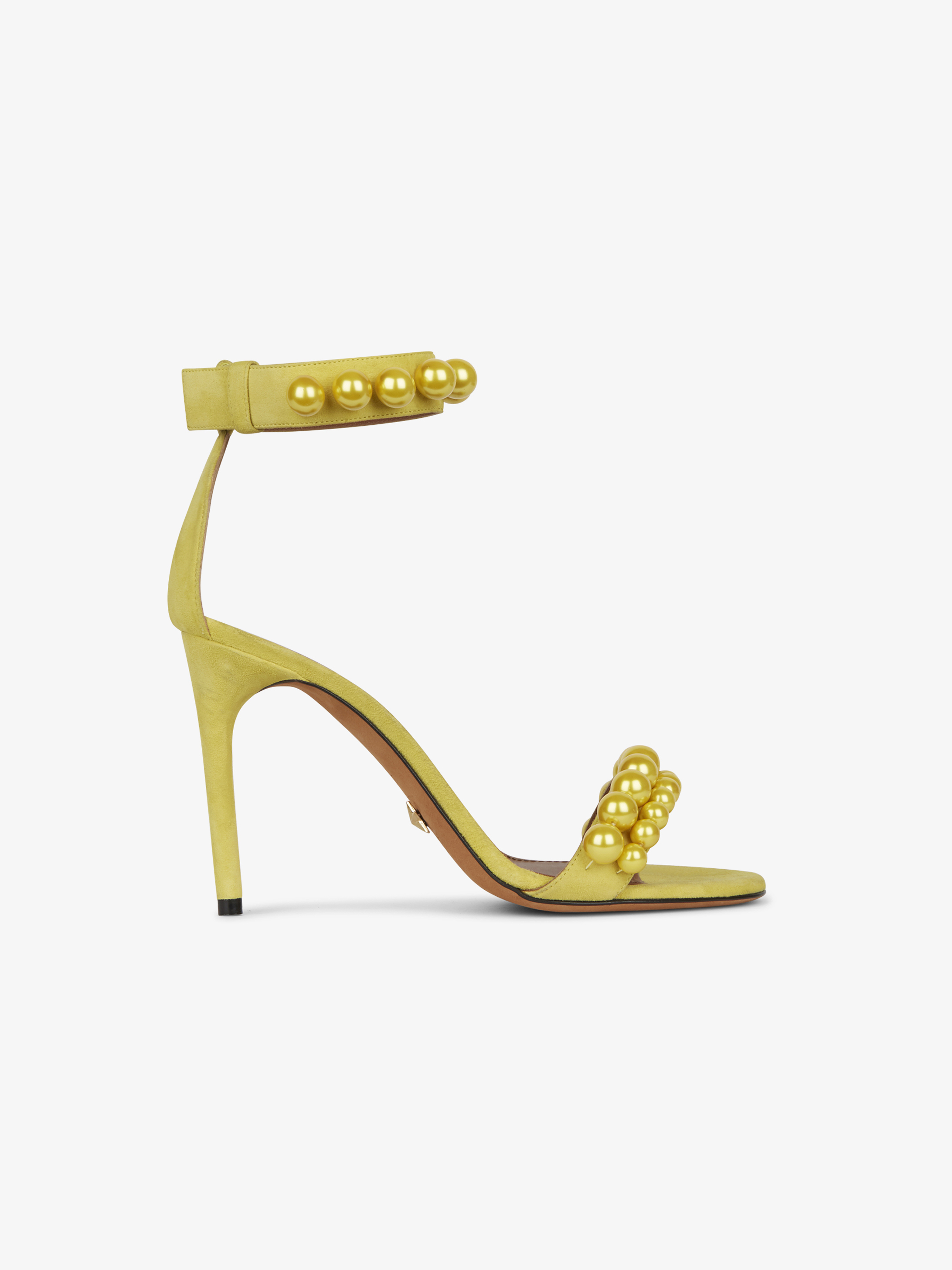 Classic sandals in leather with pearls