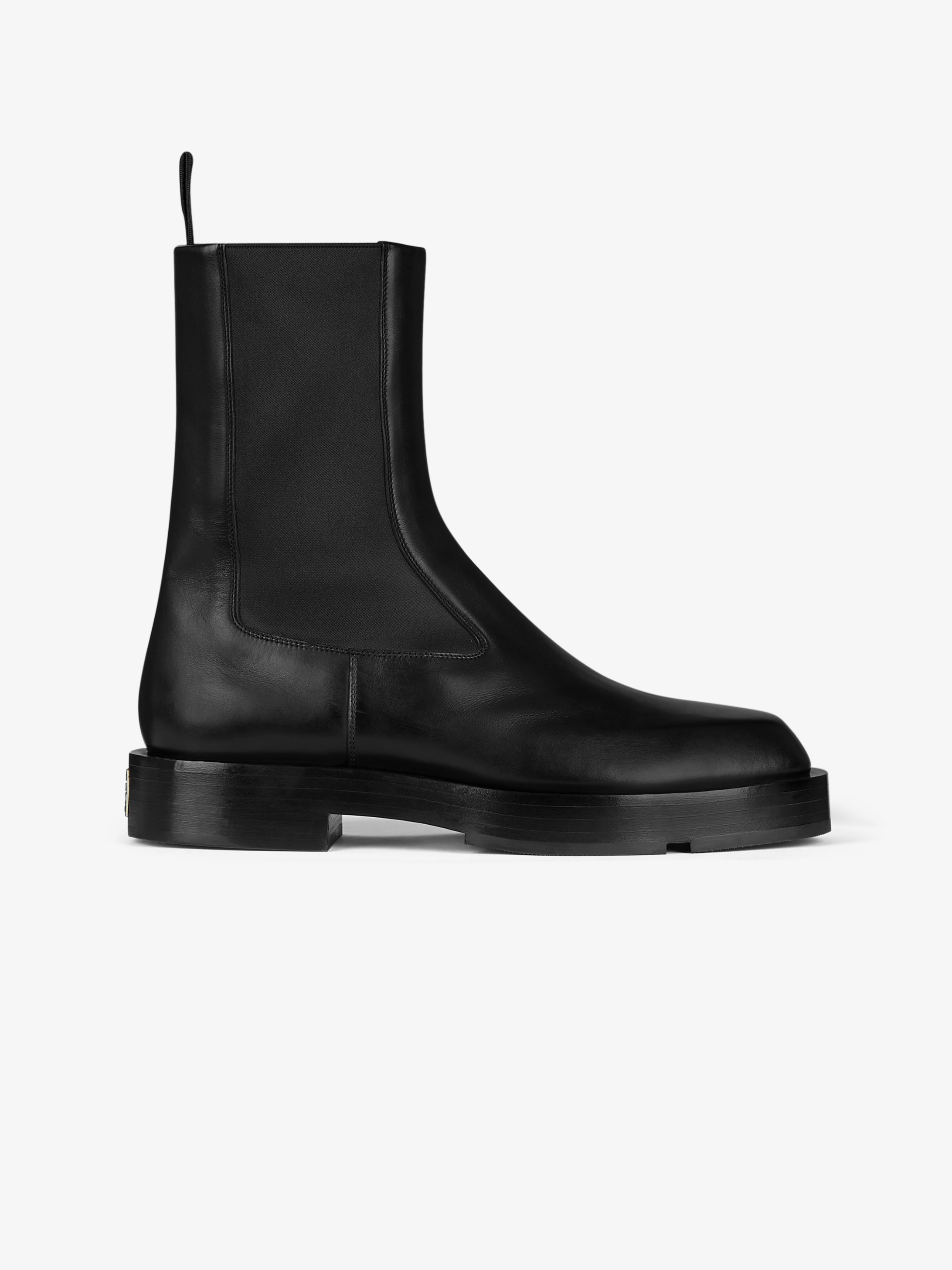Squared chelsea boots in box leather