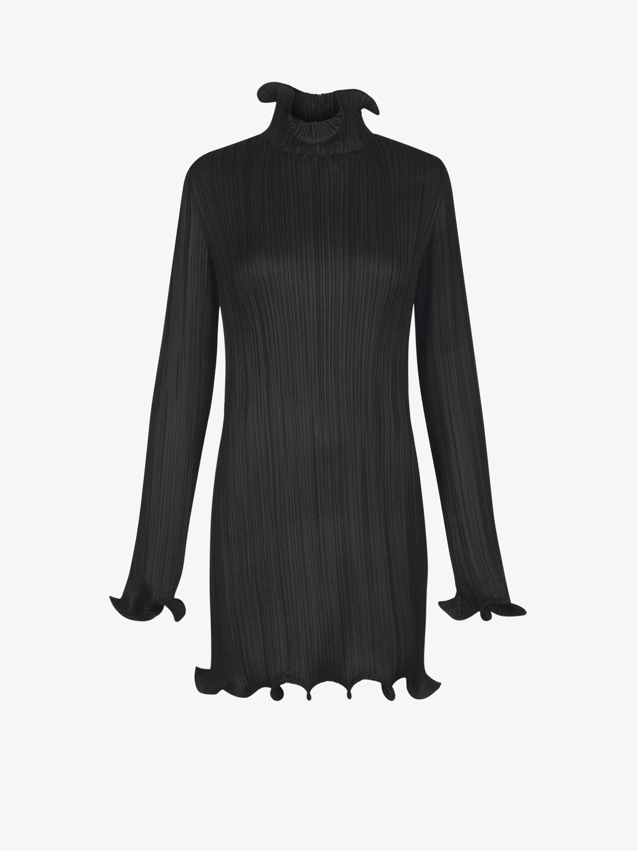 Robe courte en satin plissé