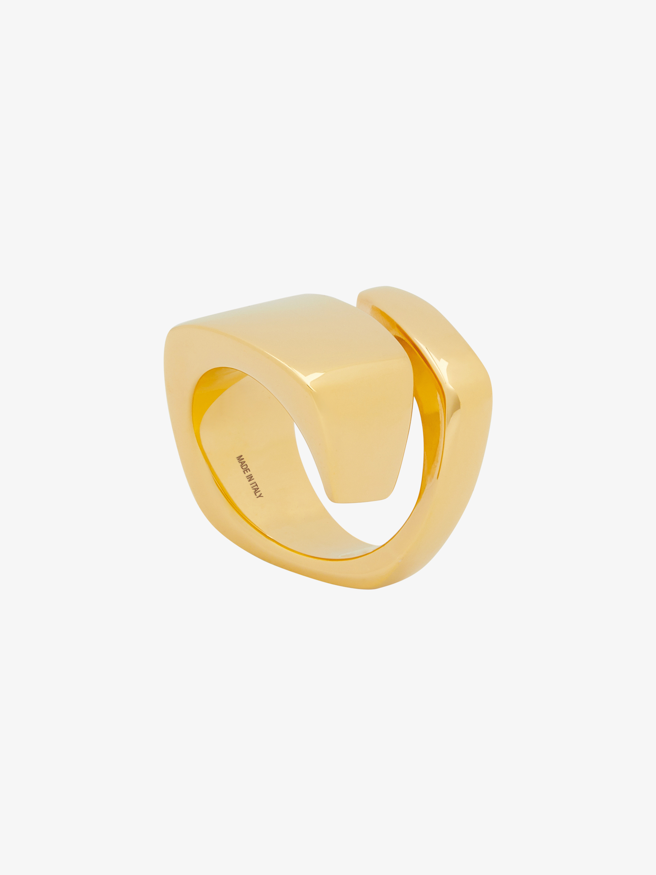 Ring in brass with twisting effect
