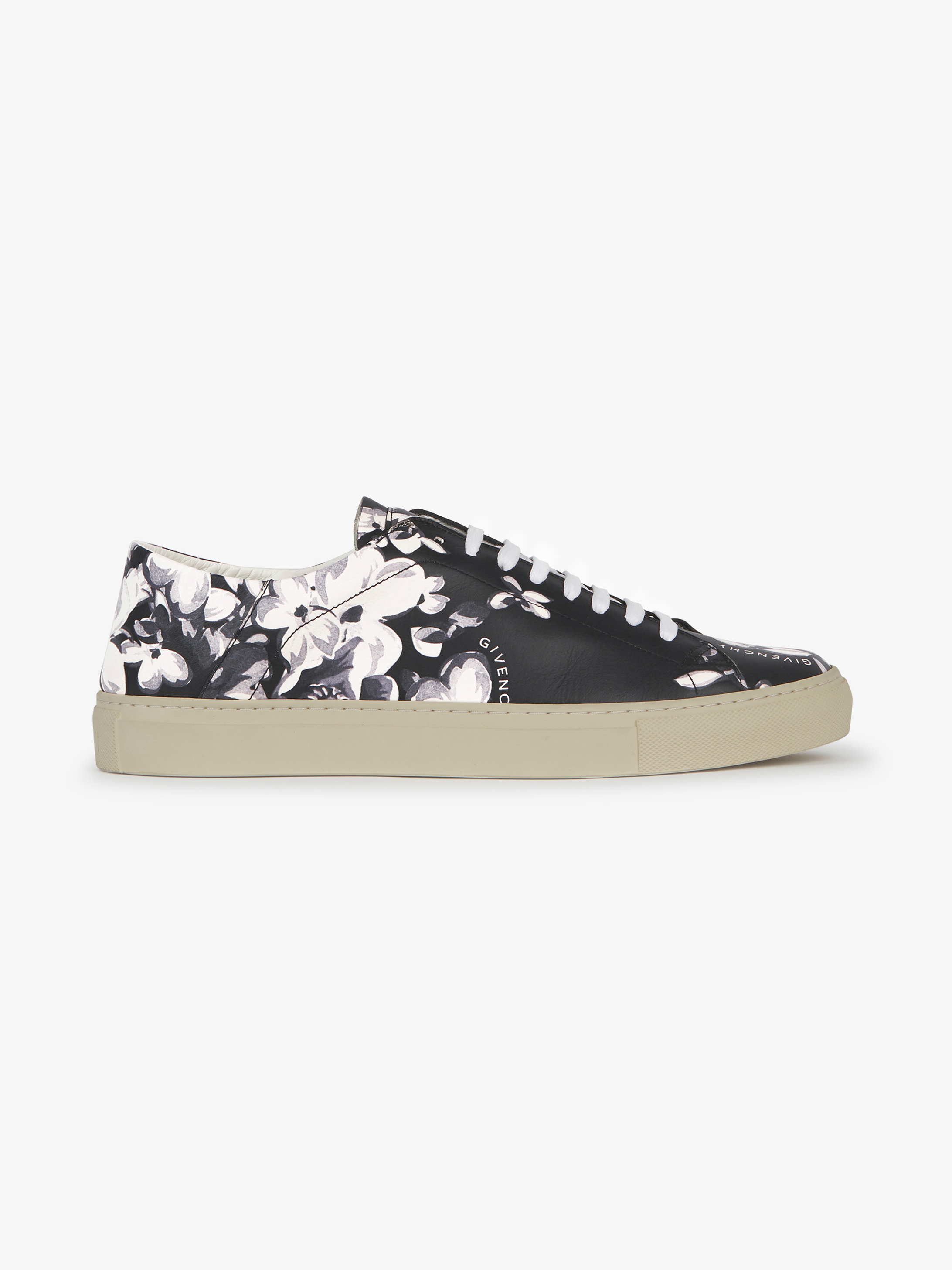 Foldable back printed sneakers