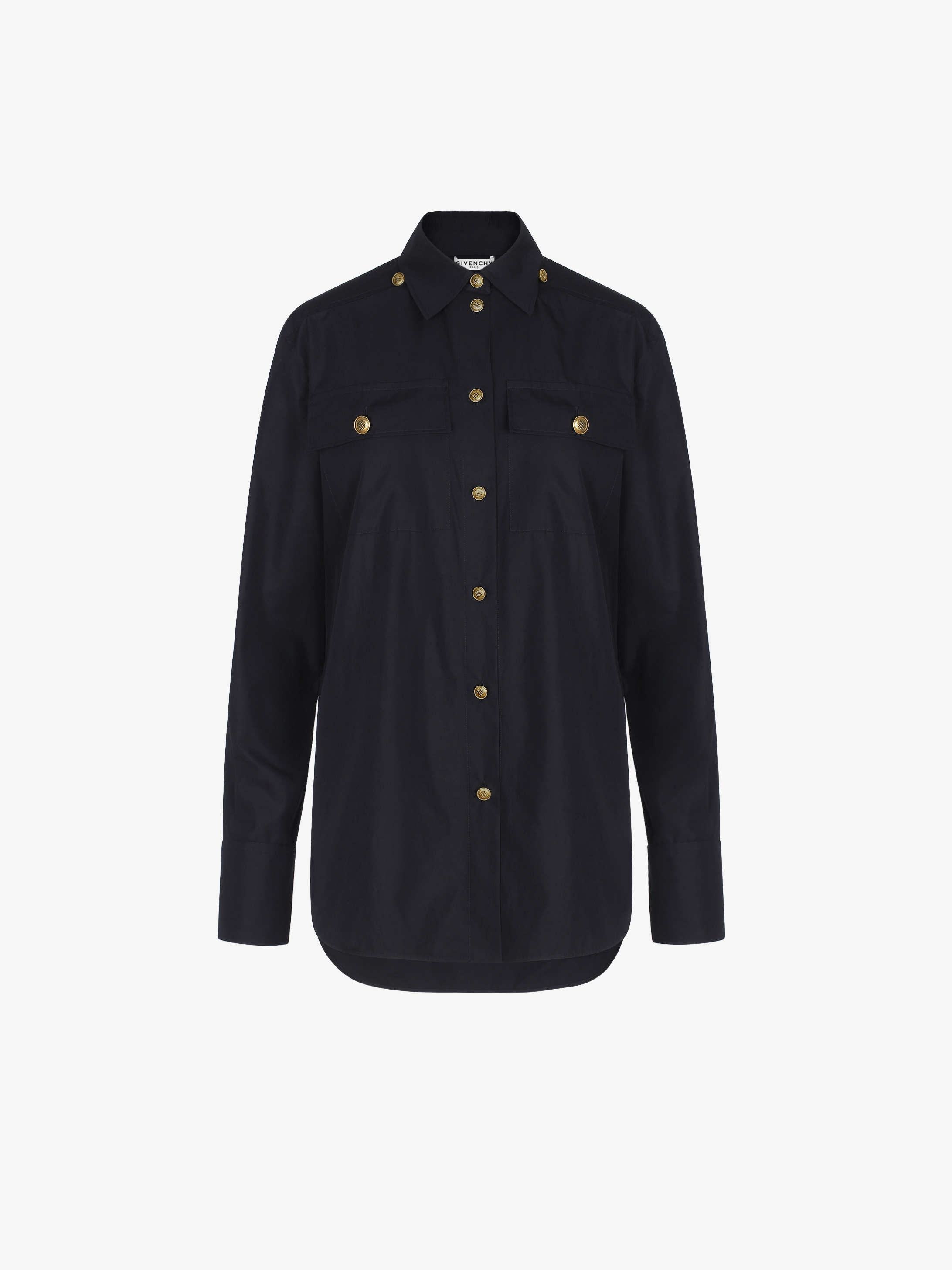 Changing poplin shirt with 4G buttons