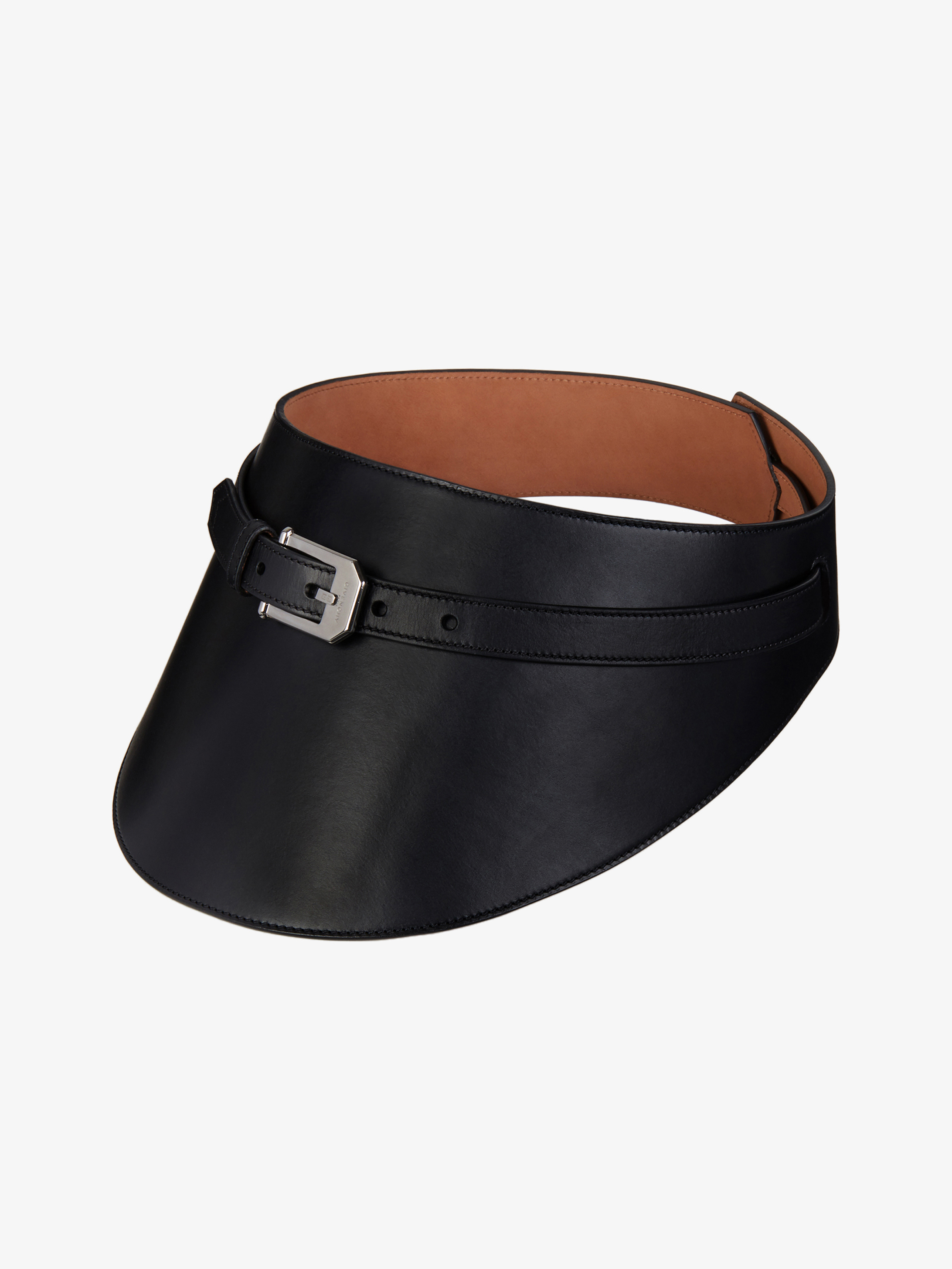 Wide belt in leather