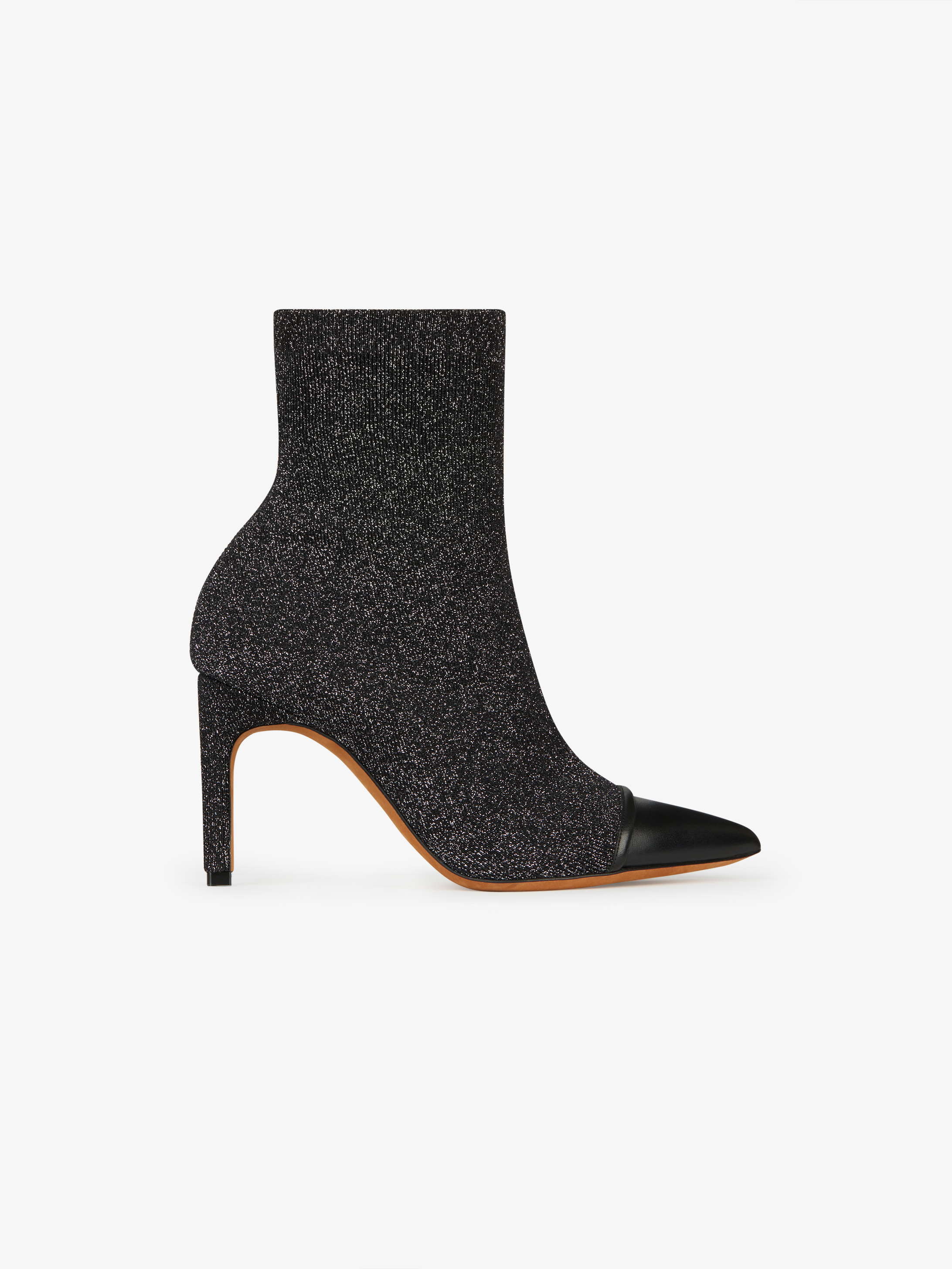 Contrasted ankle boots